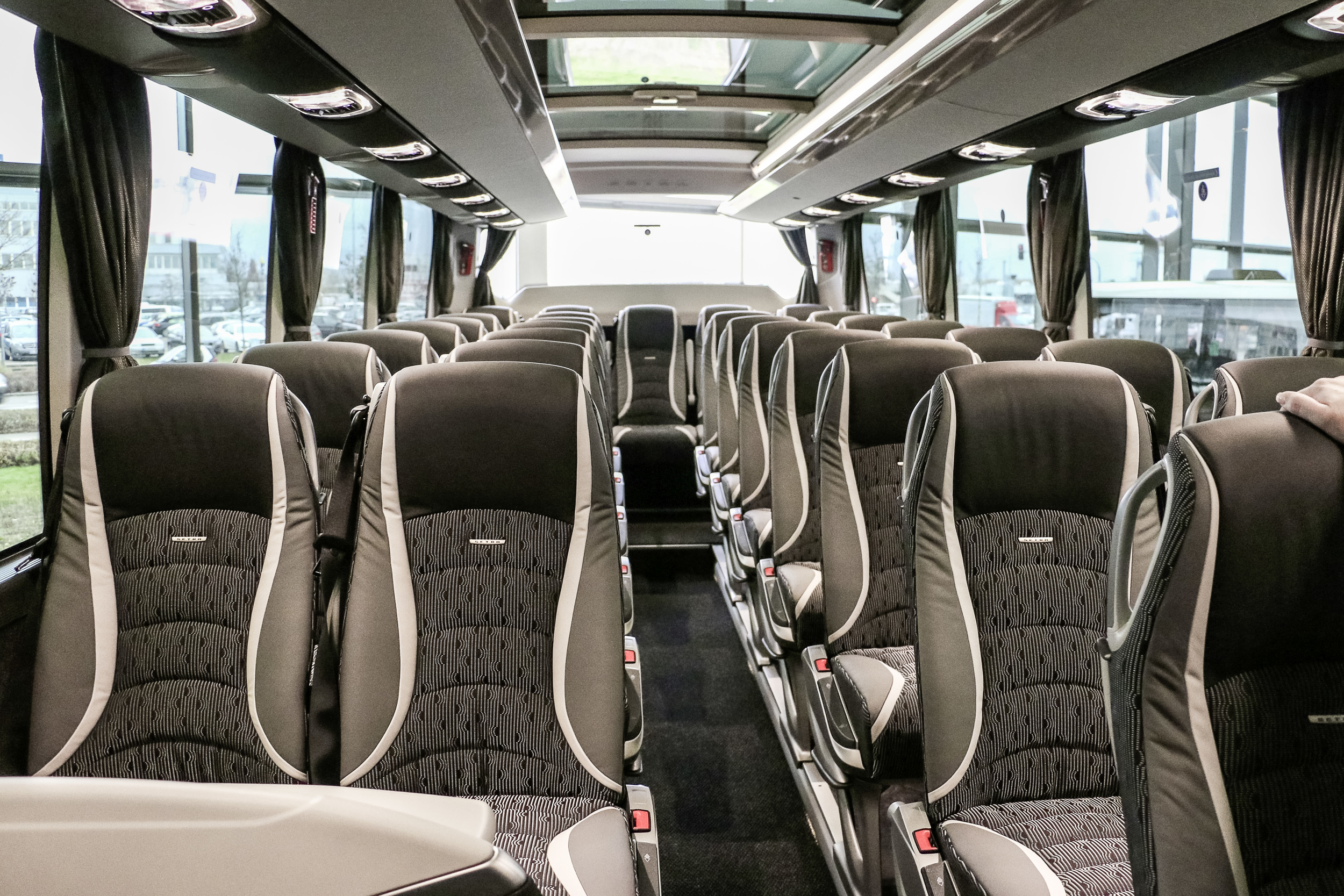 Interiér autobusu S 516 HDH portugalského dopravce Greenbus. (foto: EvoBus)
