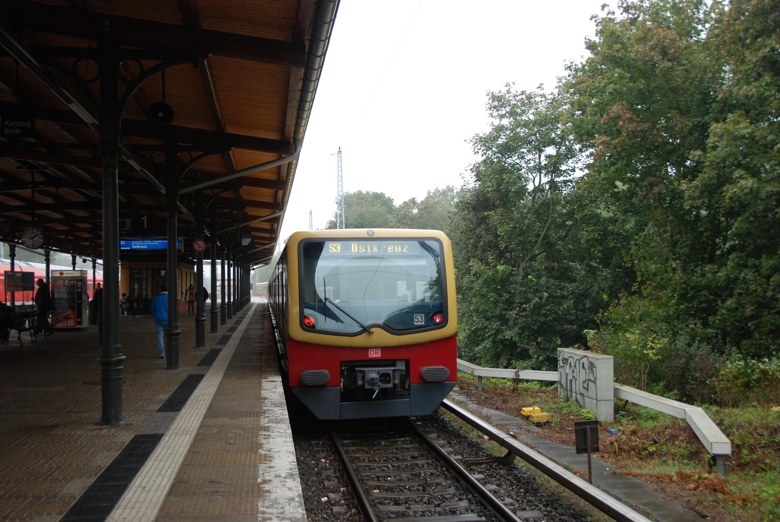 Doposud jsou nejmladšími jednotkami berlínského S-Bahnu soupravy řady 481 z let 1996-2004. (foto: Libor Hinčica)