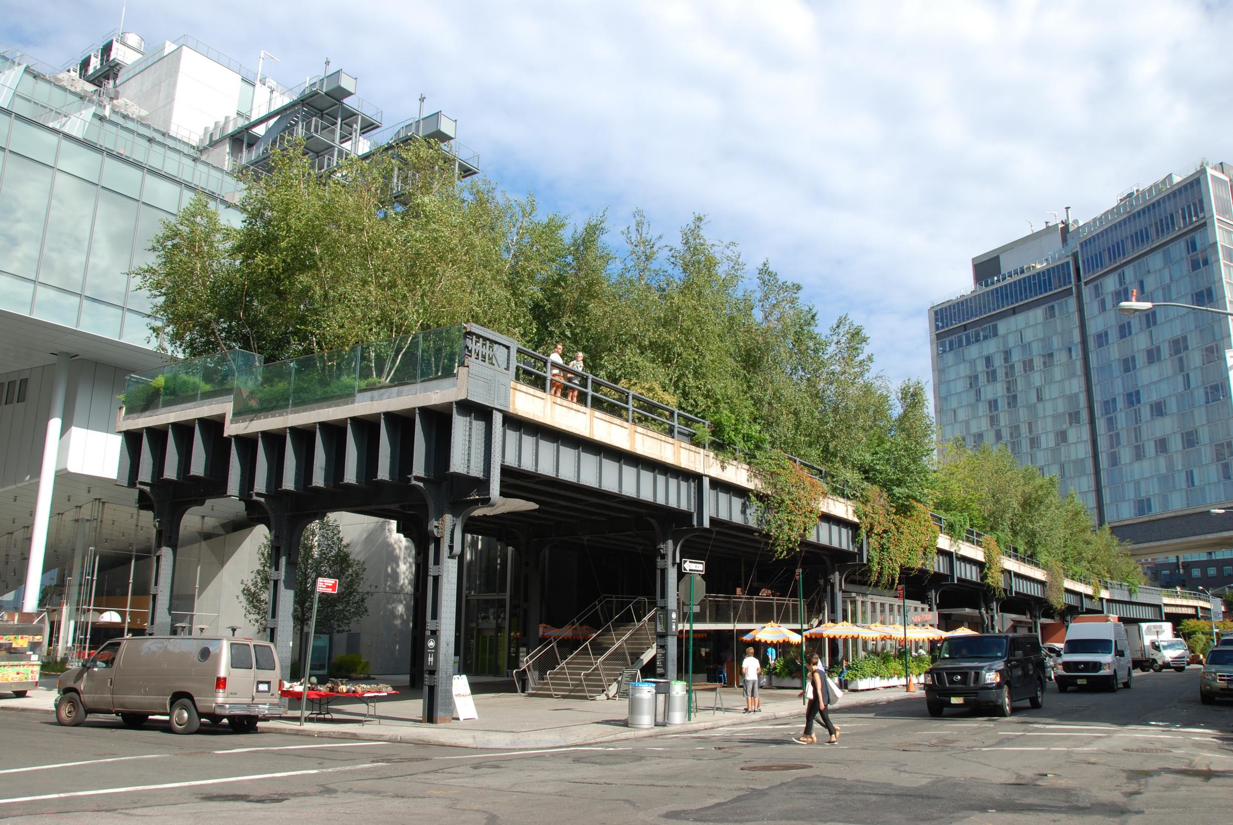 Konec High Line v blízkosti 11 St na Manhattanu. Komu se nelení, tomu se zelení. (foto: Libor Hinčica)