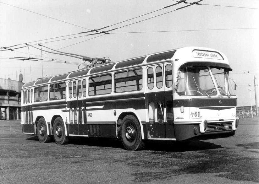 Posledním trolejbusem s logem Tatry byl vůz Tatra T 401, jenž však vznikl jen ve formě jediného prototypu. Zdařilá konstrukce s velmi elegantním designem nakonec do sériové výroby nezamířila. Odvozeny měly být ještě modely T 402 (článkový vůz) a T 403 (kratší provedení). (sbírka: Libor Hinčica)