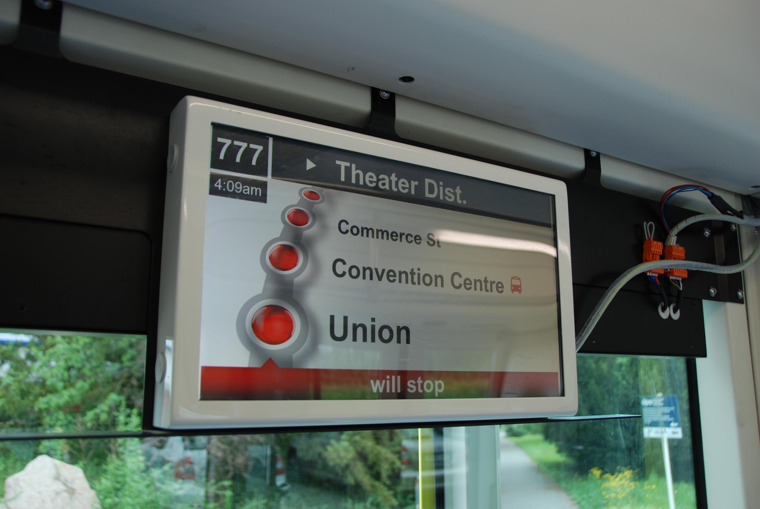 Ukázka informačního systému ve vozidle Inekon Trio 121. (foto: Libor Hinčica)