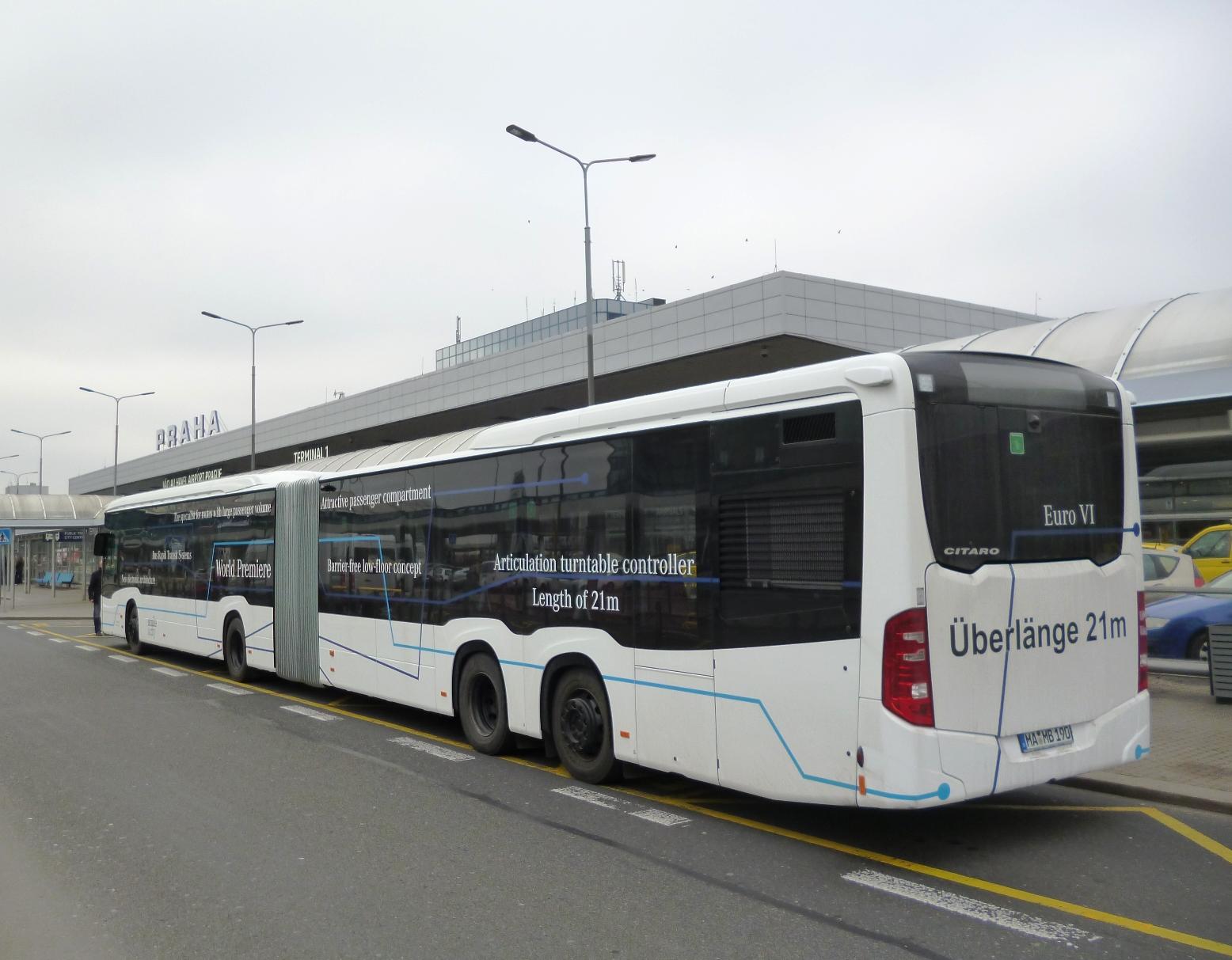 S délkou 21 m je CapaCity L patrně nejdelším dvoučlánkovým autobusem na světě. (foto: EvoBus Česká republika)