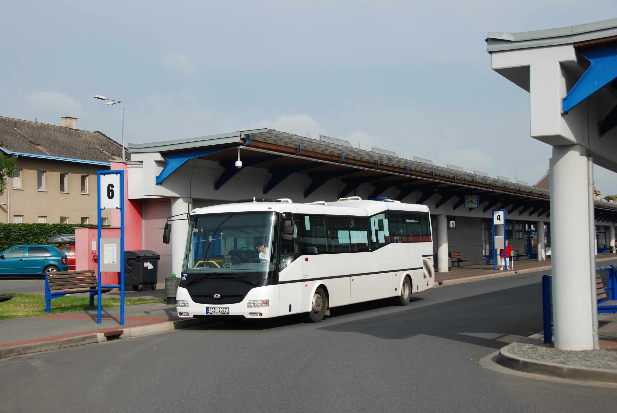 Zapůjčené autobusy ve službách DLS nebyly ničím výjimečným. Zde jeden z vozů SOR BN 12 pronajatý dočasně od společnosti SOR. (foto: Libor Hinčica)