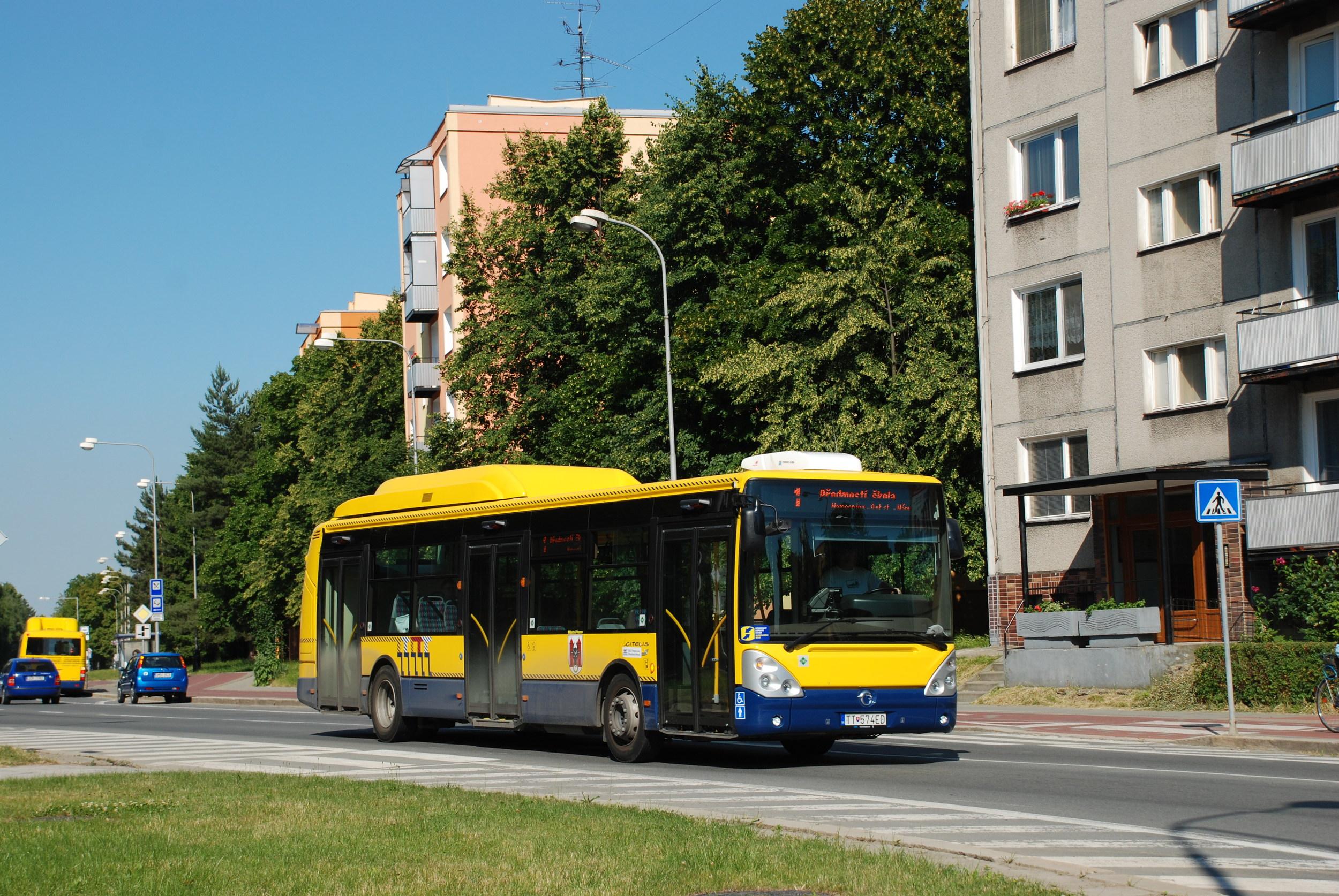 Autobus Citelis 12M CNG byl pořízen v roce 2010 pro obnovu vozového parku ještě společností SAD Trnava. Později sloužil u DLS a nyní si jej pronajímá ARRIVA MORAVA. (foto: Libor Hinčica)