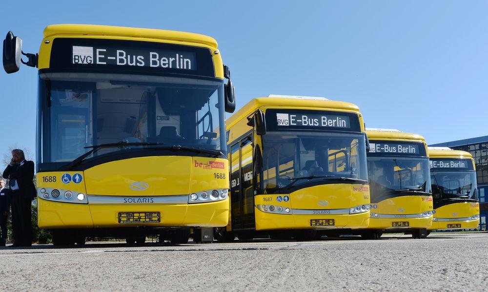 Čtveřice elektrobusů od Solarisu zatím příliš spolehlivá v provozu není. Na vině je hlavně nabíjecí systém Primove. (foto: BVG, Oliver Lang)