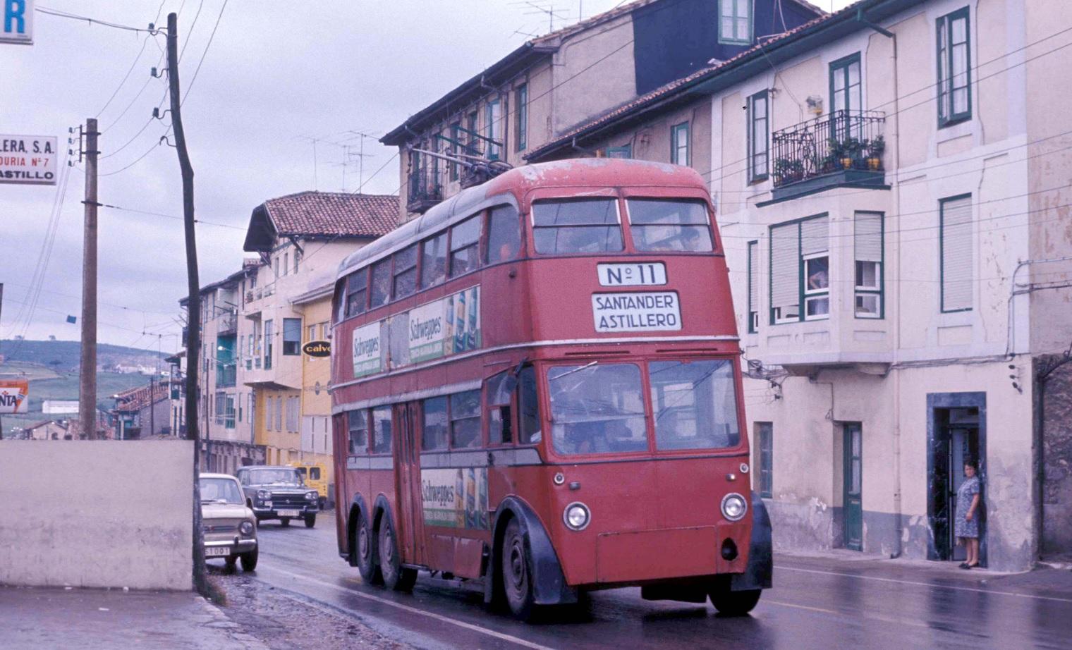 Ex-londýnský trolejbus ve španělském městě Santander v září 1974. (foto: John Ward)