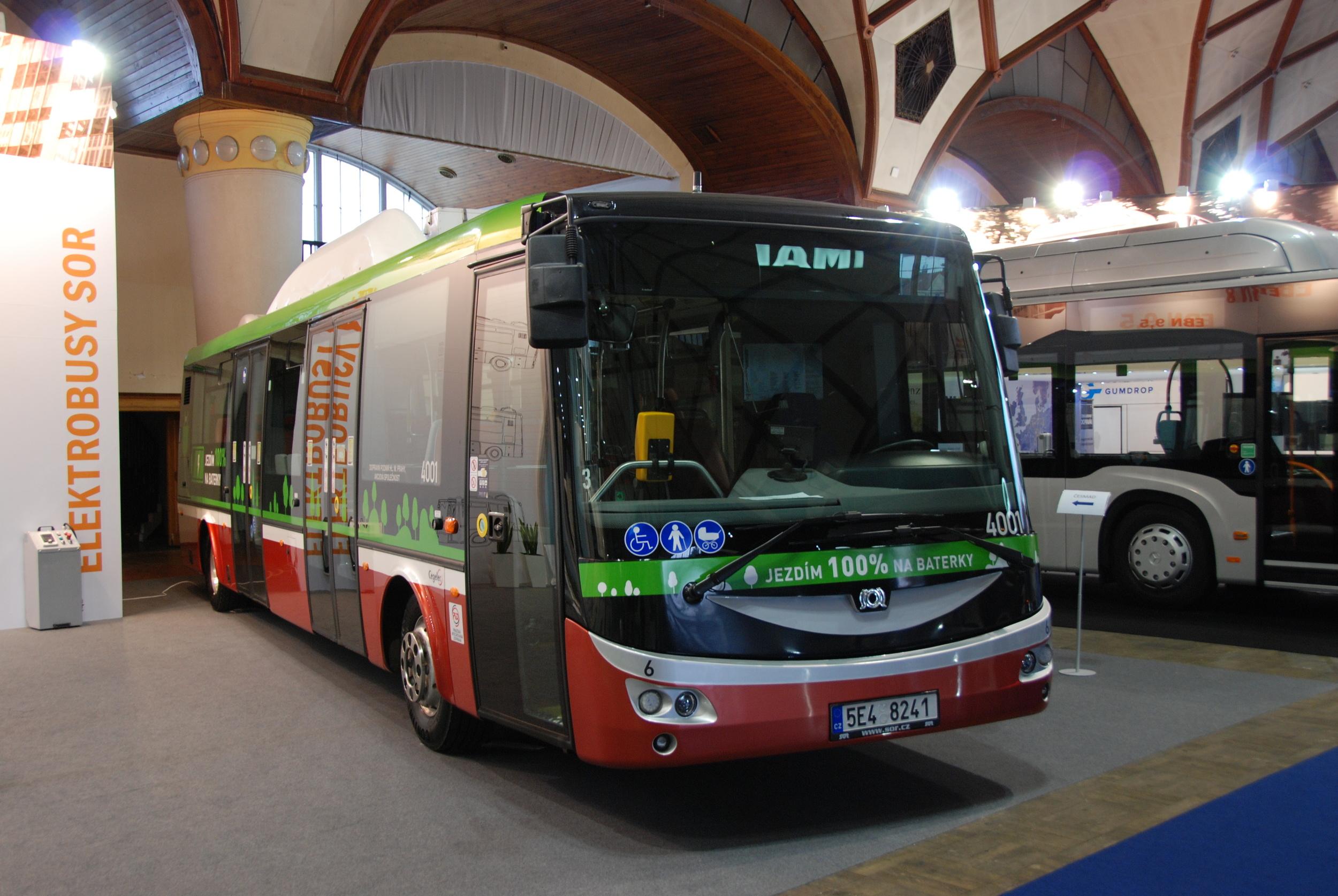 Elektrobus v provedení pro zkušební provoz u DP Praha se představil také na veletrhu CZECHBUS 2015. (foto: Libor Hinčica)