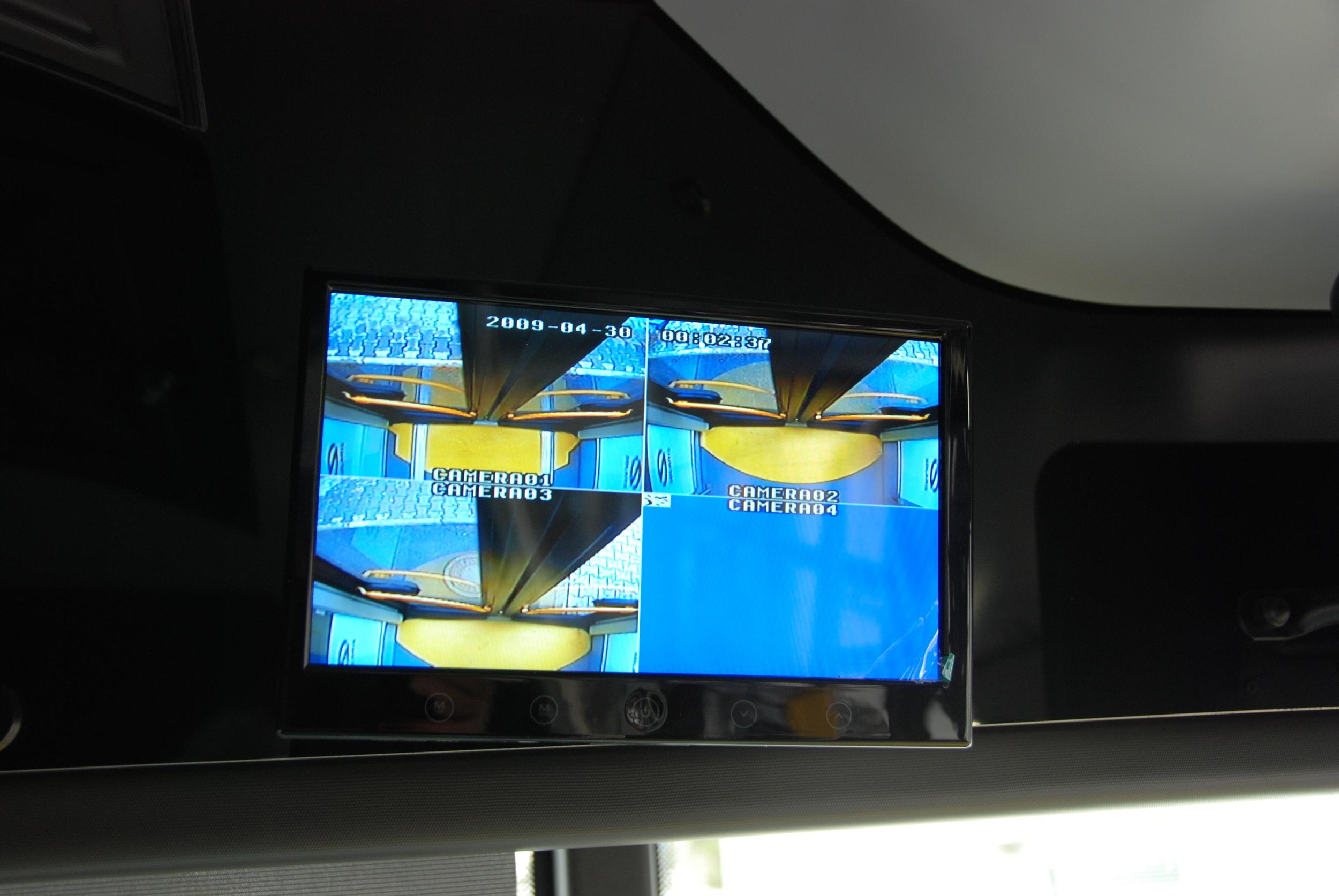 Pohled na displej přenášející obraz z kamerového systému. (foto: Libor Hinčica)