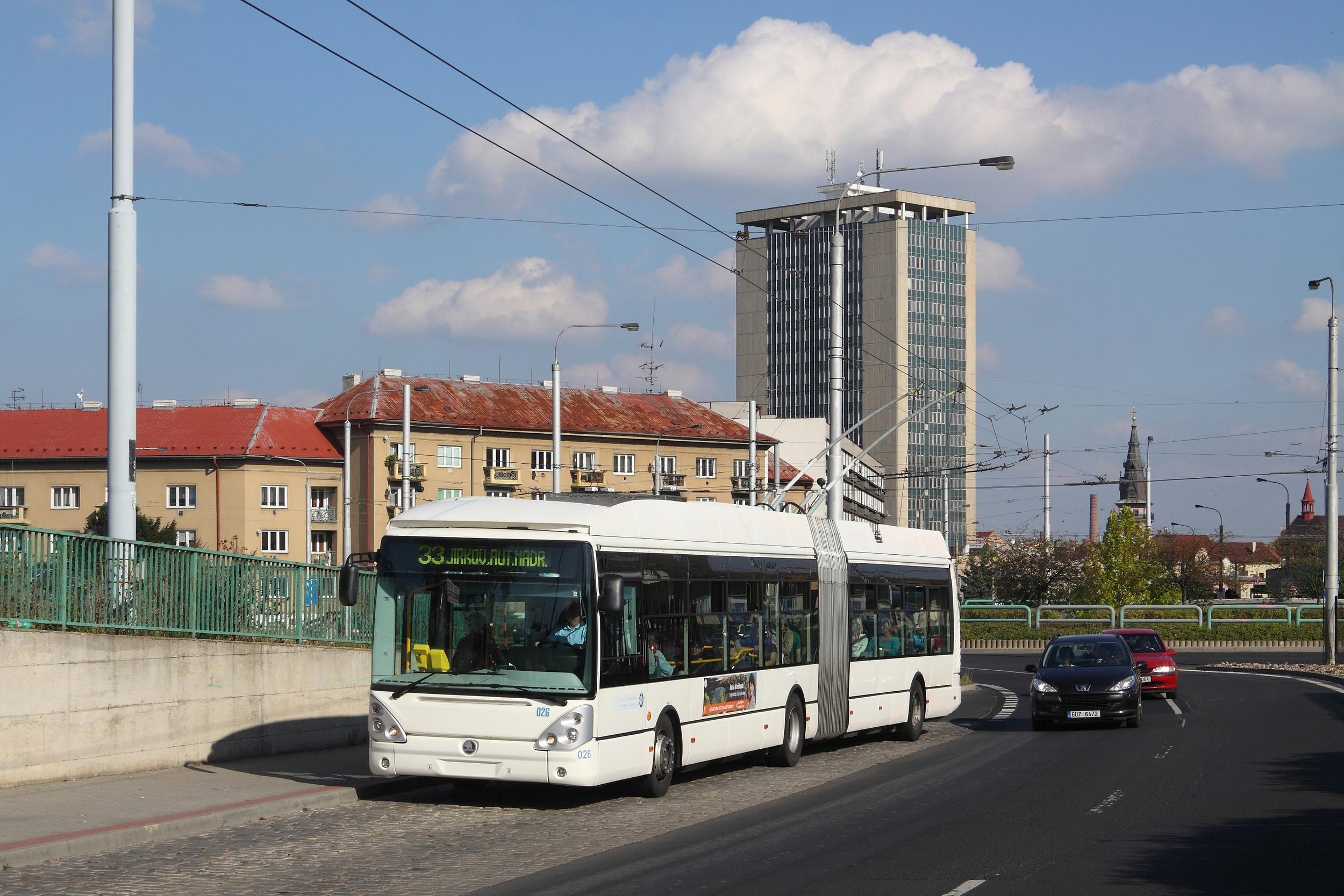 Nejmodernější trolejbus u DPCHJ pochází z roku 2009. Jedná se o vůz Škoda 25 Tr Irisbus (foto: Petr Nevyhoštěný)