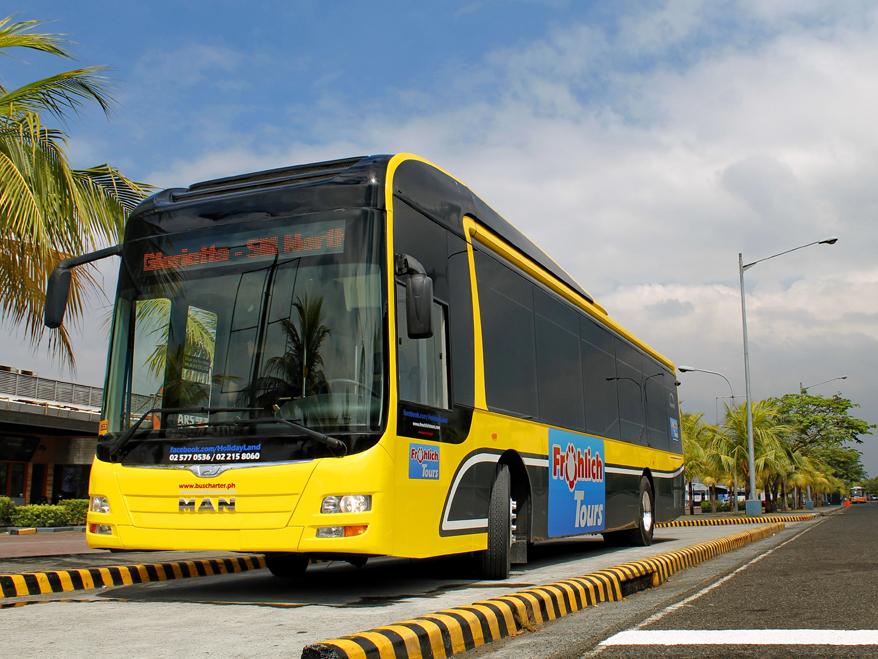 Autobusy pro filipínskou Manilu nesou výrazně žlutý nátěr. (foto: MAN Truck & Bus)