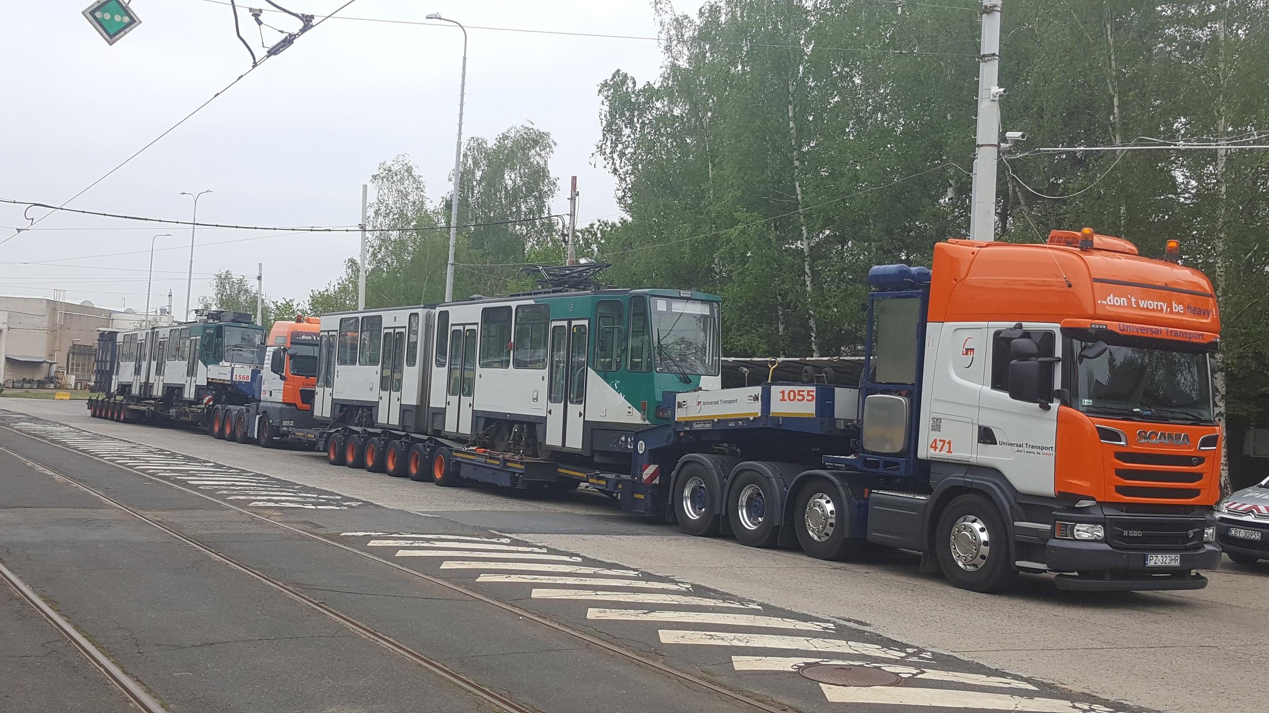 Tramvaje KT4DC z Postupimi v areálu pražských ústředních dílen. (foto: Universal Transport)