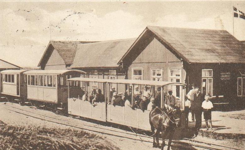 Koňka na ostrově Rømø měla rozchod 750 mm a až do roku 1920 byla na území Německa. Svému účelu přestala sloužit v roce 1940, kdy odjezdila poslední sezónu. (zdroj: Wikipedia.org)
