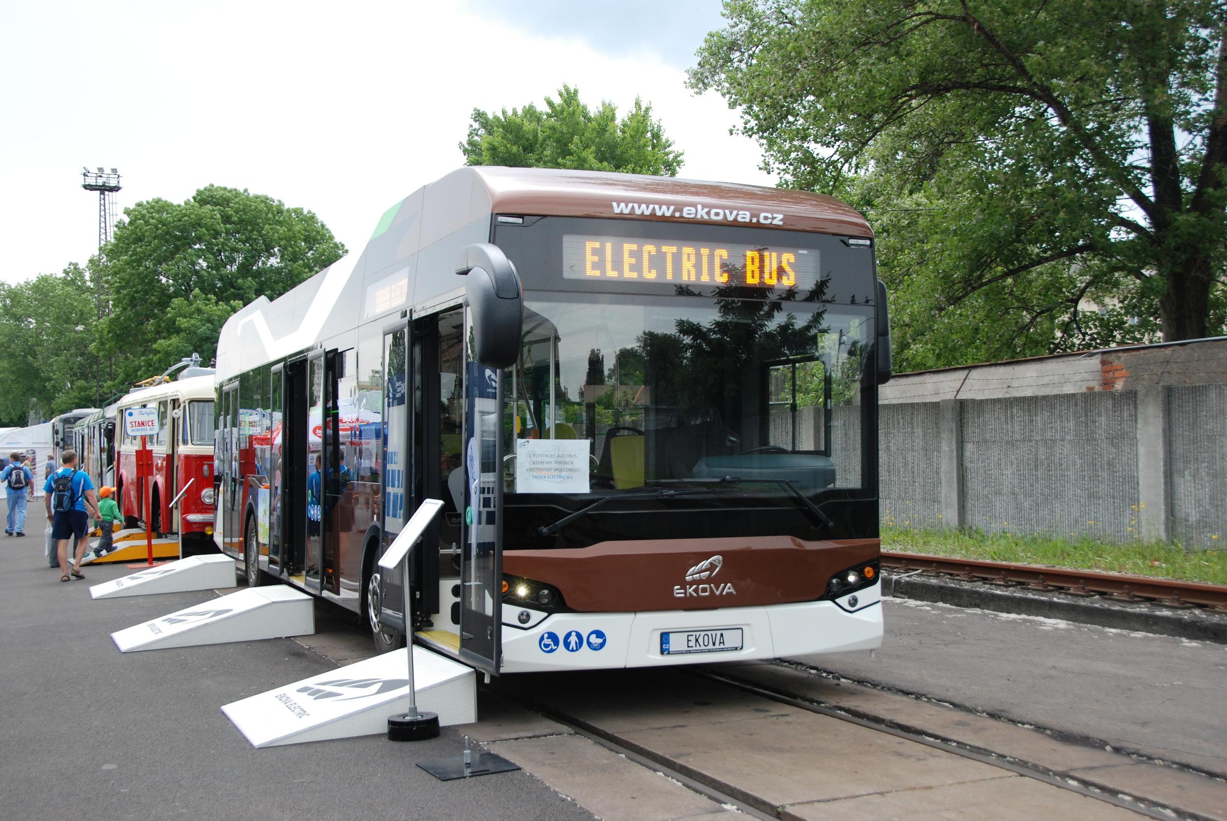 Elektrobus EKOVA ELECTRON. (foto: Libor Hinčica)