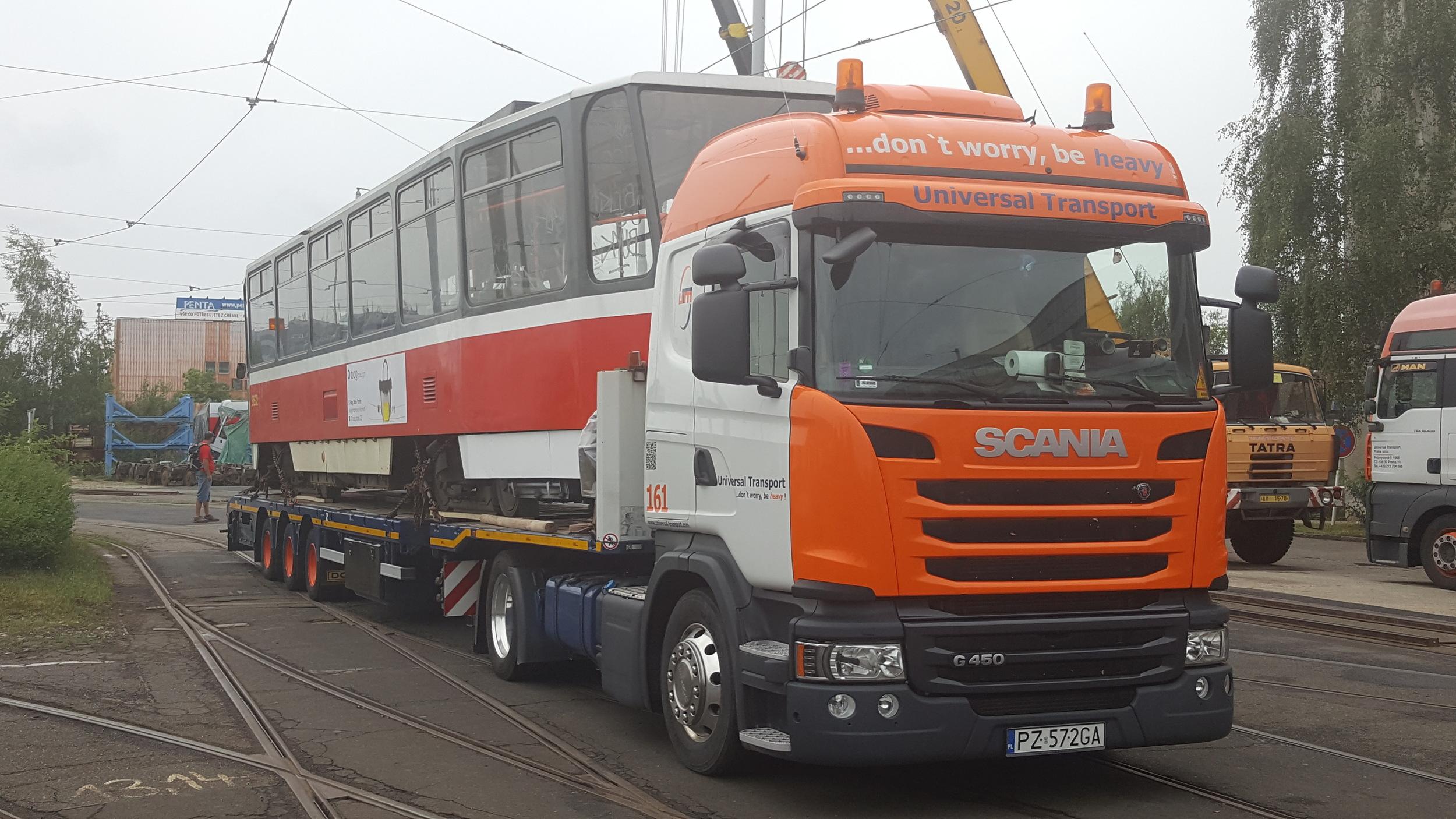 Vůz ev. č. 8632 v areálu pražských ústředních dílen. (foto: Universal Transport)