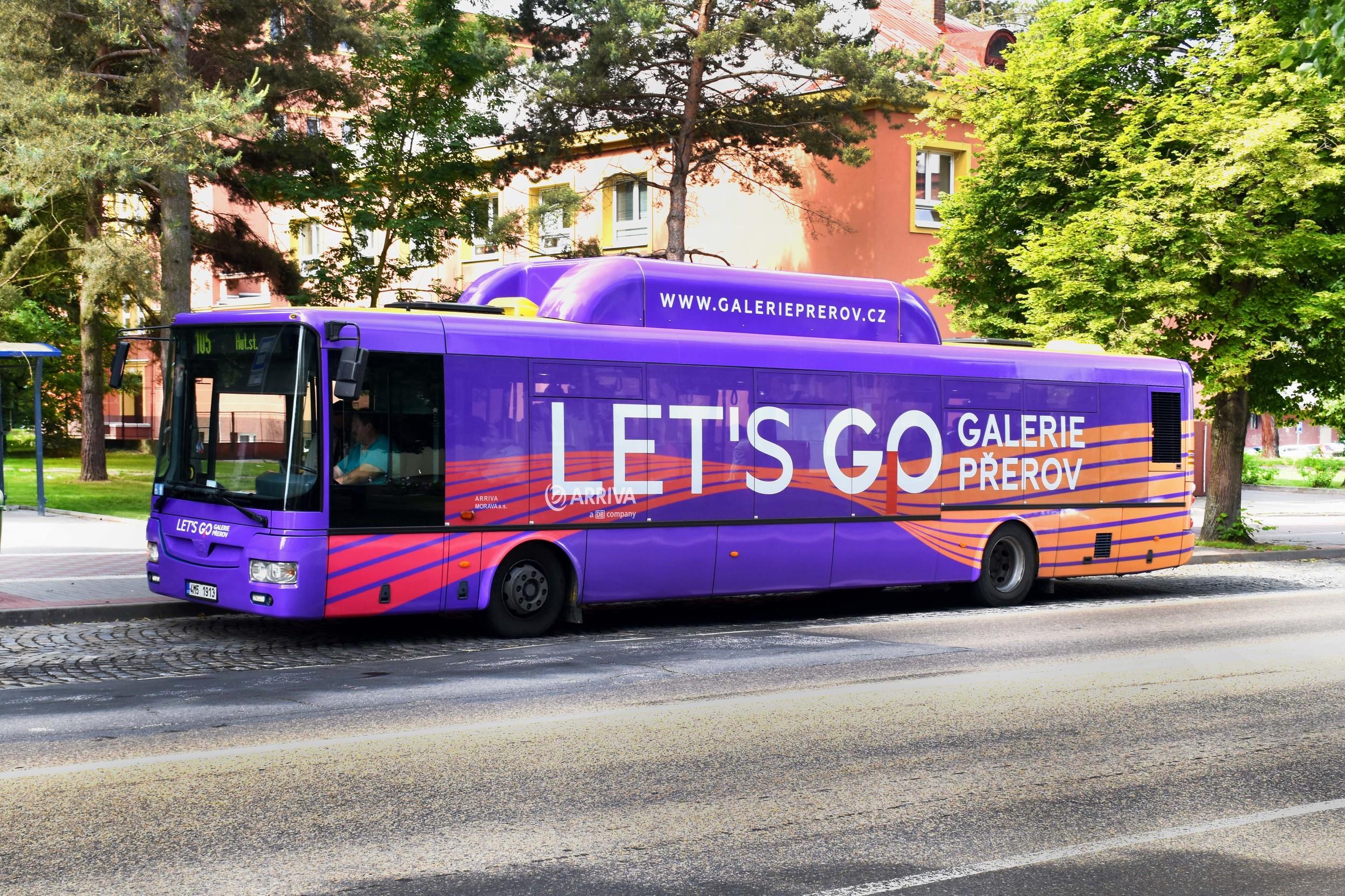 Řešení reklamy na voze SOR NBG12 v Přerově včetně krytu plynových lahví. (foto: Mobilboard)