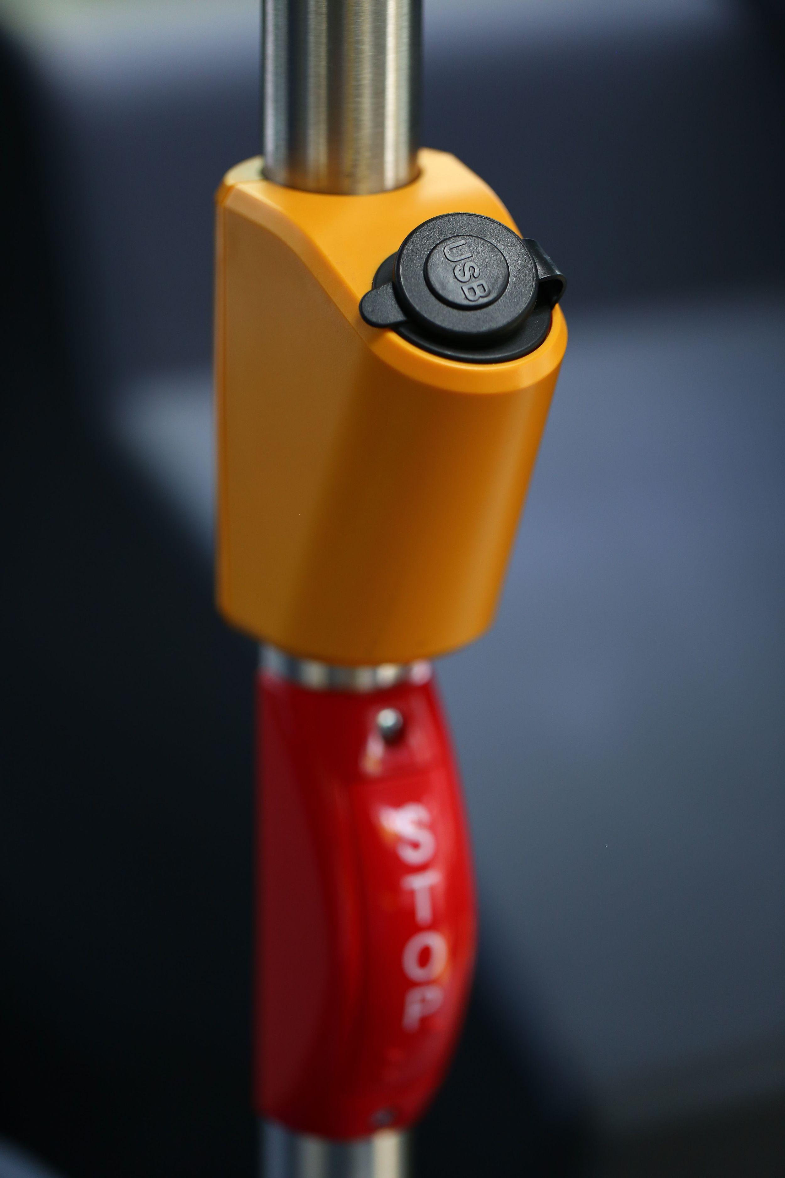 Klimatizace je samozřejmostí. Navíc jsou vozidla vybavena také USB porty pro nabíjení mobilních zařízení. (foto: Solaris Bus & Coach)