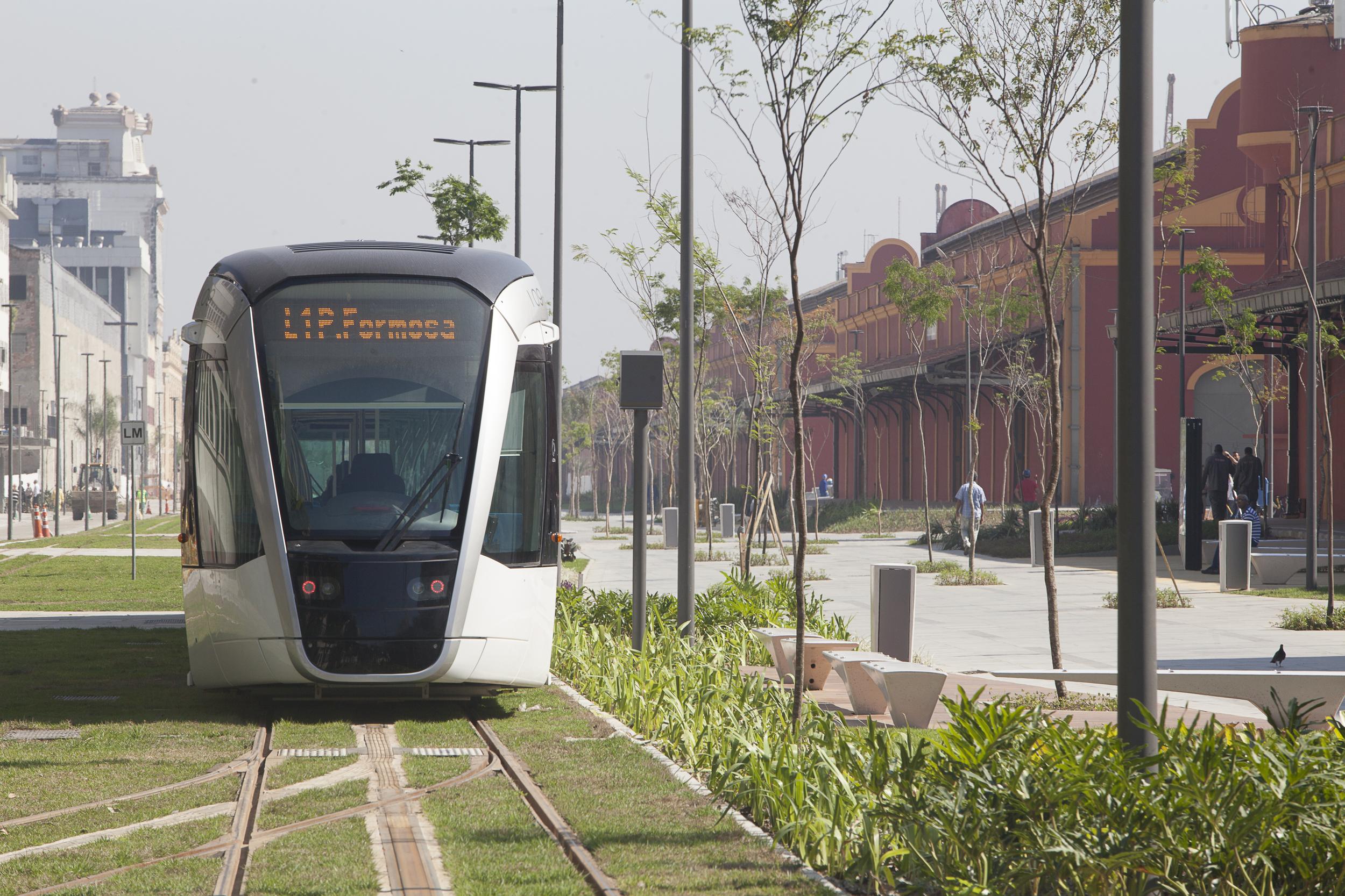 Tramvaj Alstom Citadis v ulicích Rio de Janeira. (foto: Alstom)