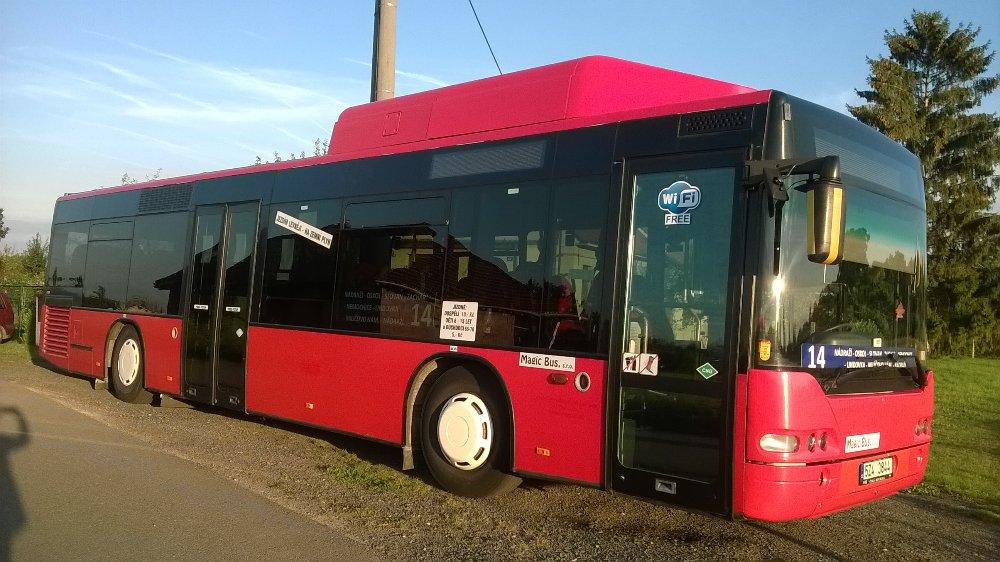 Jeden z autobusů Neoplan N4416 CNG dopravce Magic Bus. (foto: Magic Bus)