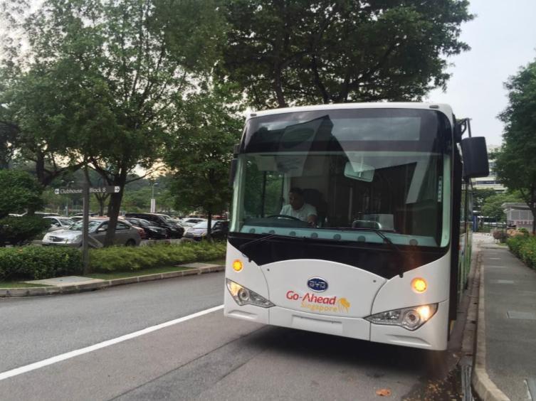 Elektrobus BYD K9 v Singapuru. (foto: BYD)