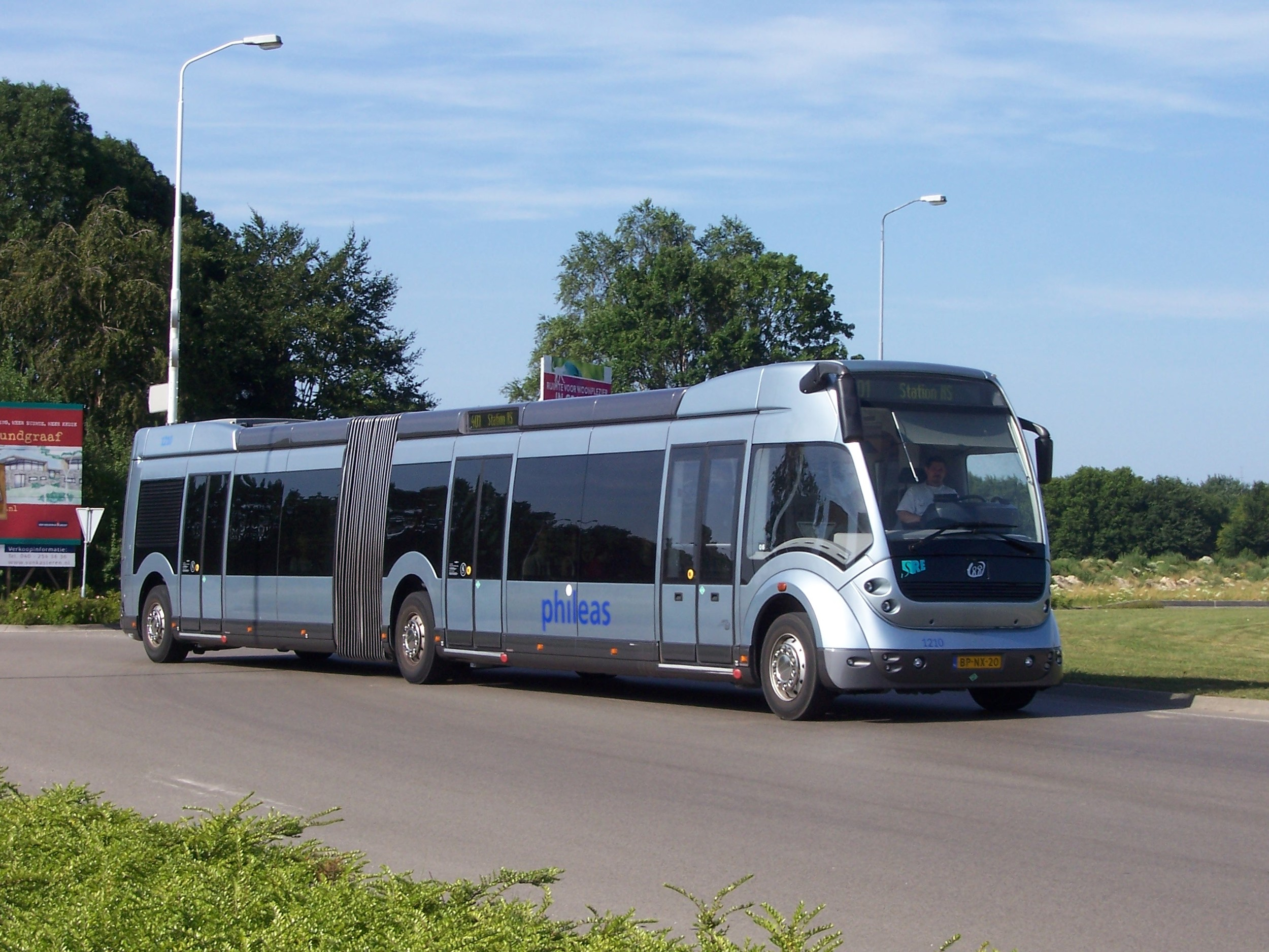 Původně měly v systému sloužit trolejbusy postavené na platformě autobusů Phileas z Nizozemska. (zdroj: Wikipedia.org)