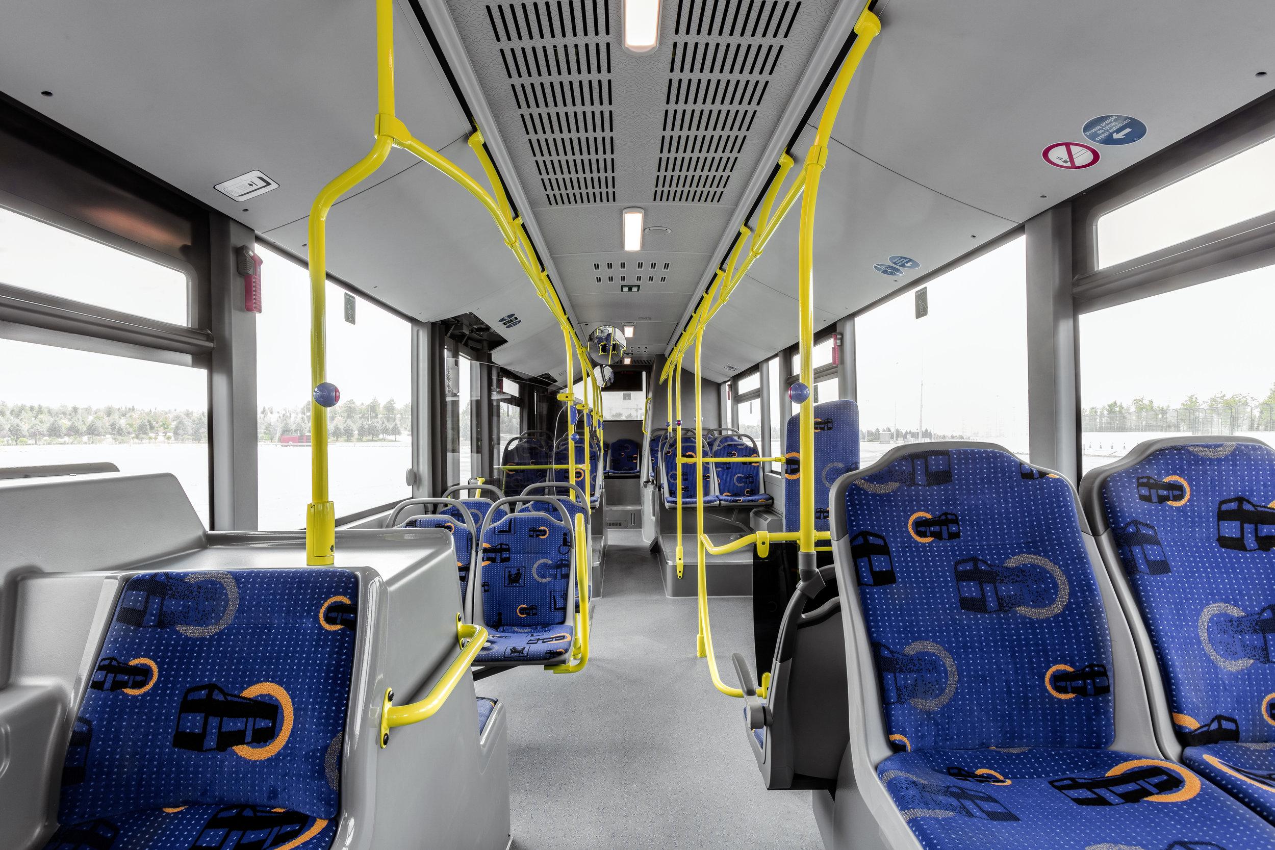 Pohled do interiéru 12m vozu. (foto: EvoBus)
