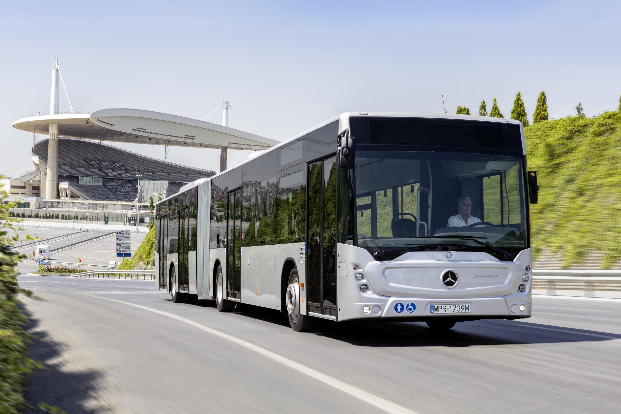 Článkové Conecto G od Mercedesu ve své nové podobě. (foto: EvoBus)