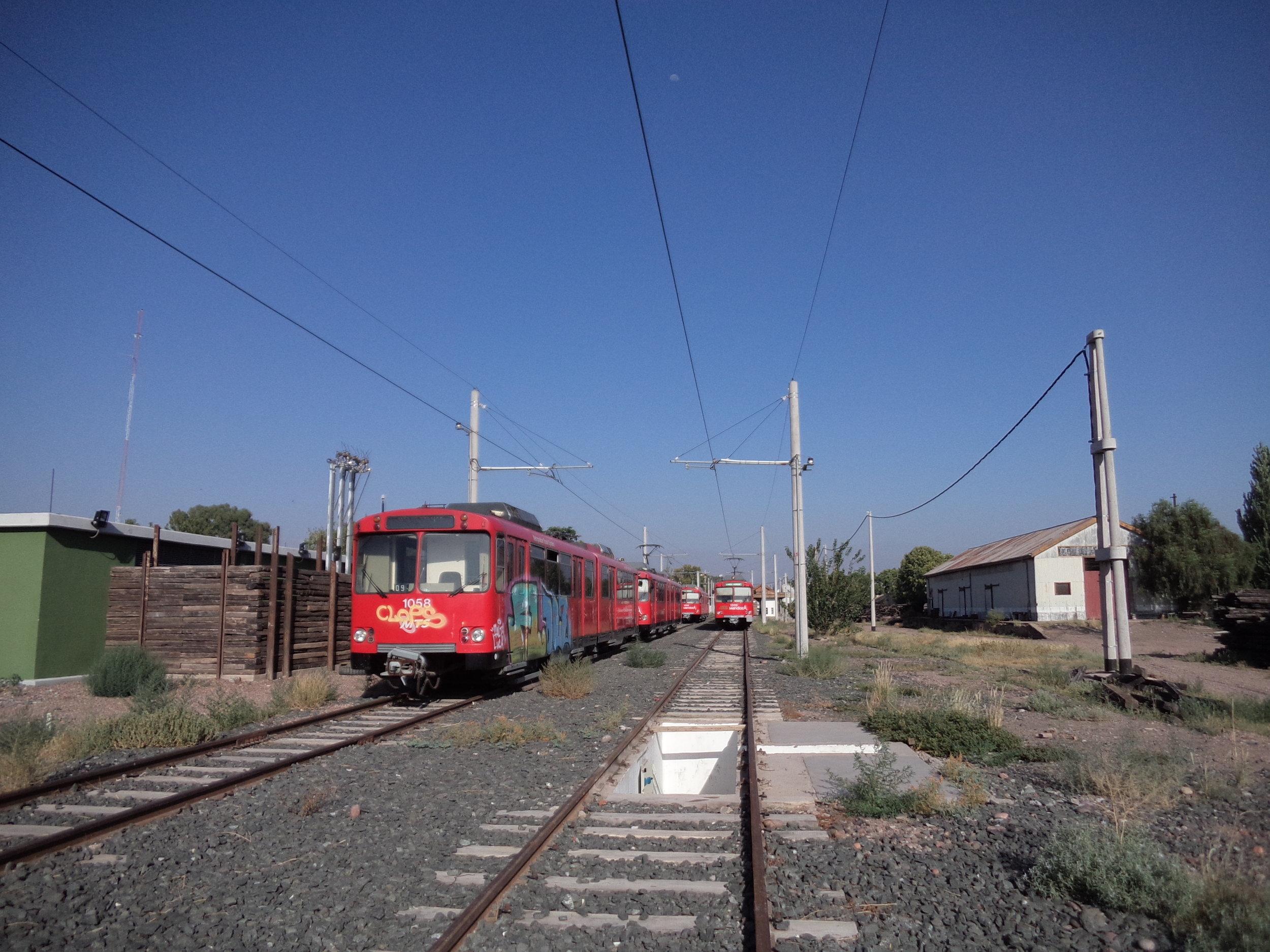 Za konečnou stanicí Gutiérrez jsou soupravy odstavovány a najdeme tam i soupravy, které byly pořízeny výhradně pro účely náhradních dílů. Údržbářská základna systému je jinde, a sice u stanice Luzuriaga (necelé tři km na severozápad, blíže k Mendoze).
