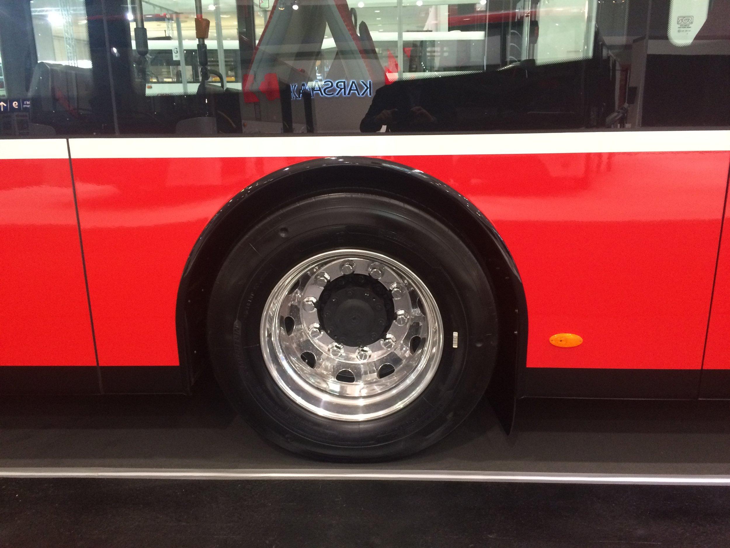 Obě nápravy elektrobusu dodává společnost ZF. (foto: Libor Hinčica)