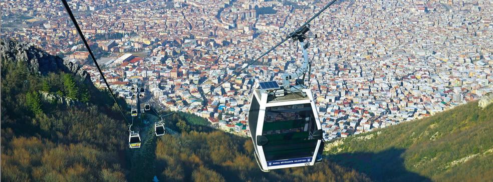 V některých případech má lanovka opodstatnění. Při pohledu na převýšení v tureckém městě Bursa je asi zřejmé, že lanovka bude svůj smysl mít. (foto: Leitner)