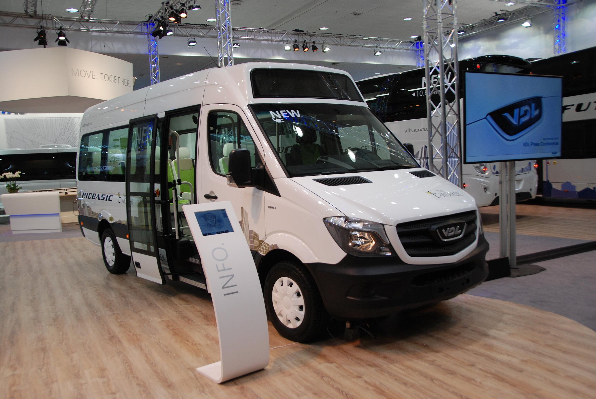 Společnost VDL se pochlubila jak novým městským vozem (jde vidět na jedné z fotografií výše), tak svým elektrobusem/minibusem VDL MidBasic Electric. (foto: Libor Hinčica)