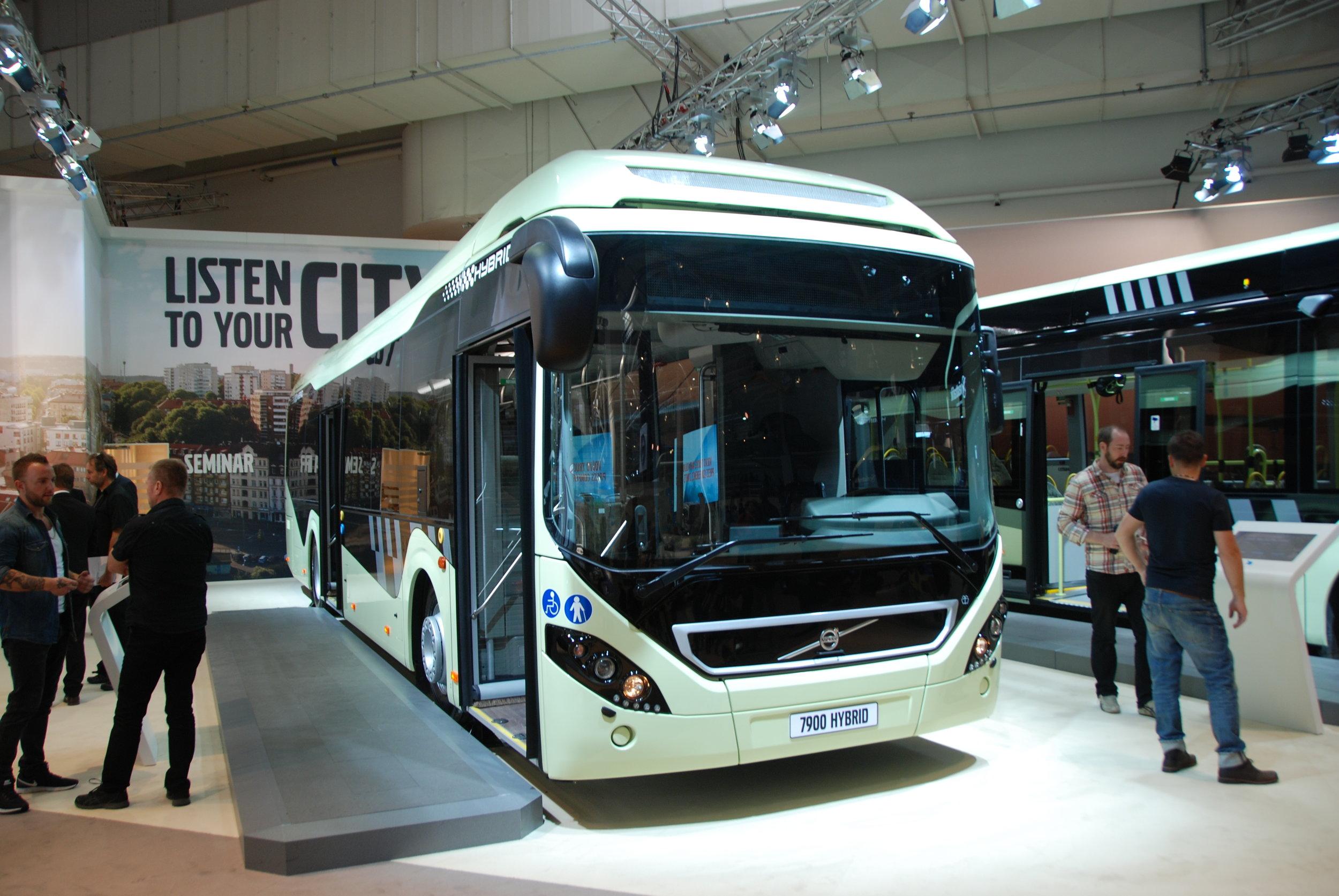Kompletní řadou nízkoemisních a bezemisních městských autobusů se předvedlo na IAA švédské Volvo. (foto: Libor Hinčica)