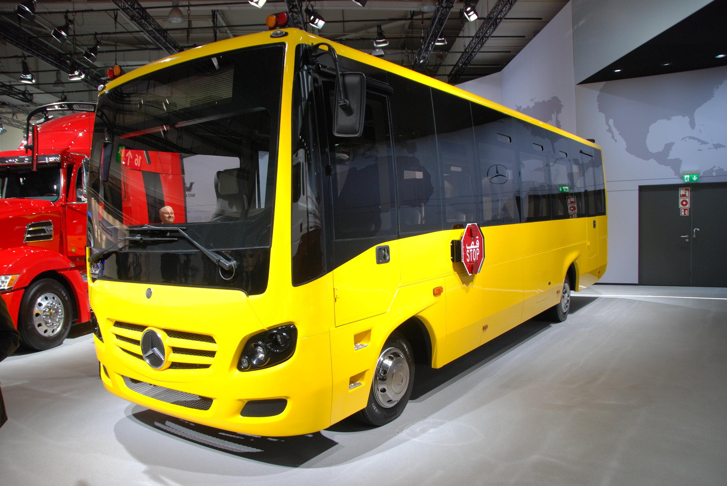 Netradiční Mercedes z Indie pro zákazníka z Blízkého východu v provedení školního autobusu. (foto: Libor Hinčica)