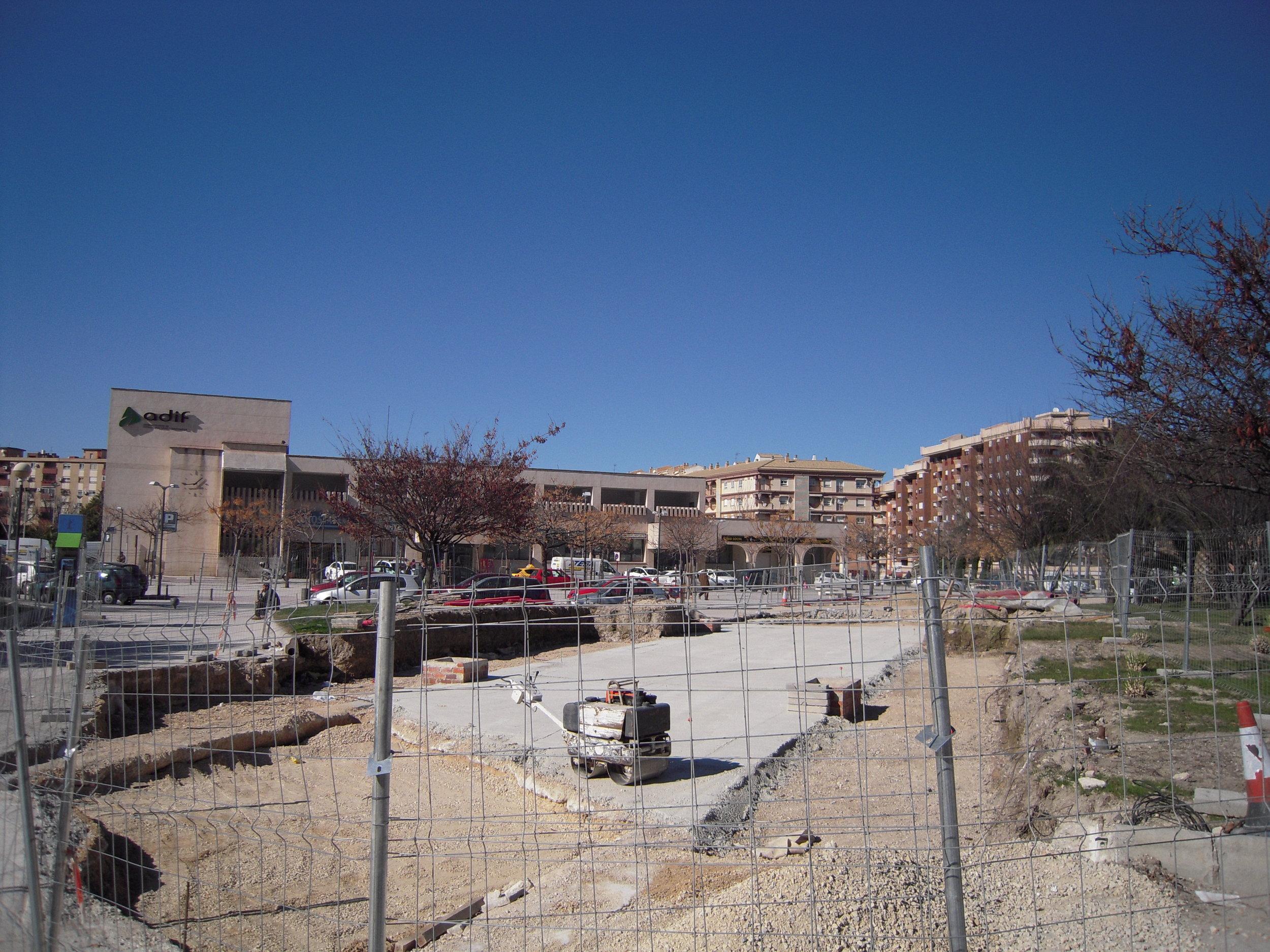 Stavba tramvajové trati v Jaénu na snímku ze dne 1. února 2010 pořízeném u tamní hlavové železniční stanice.