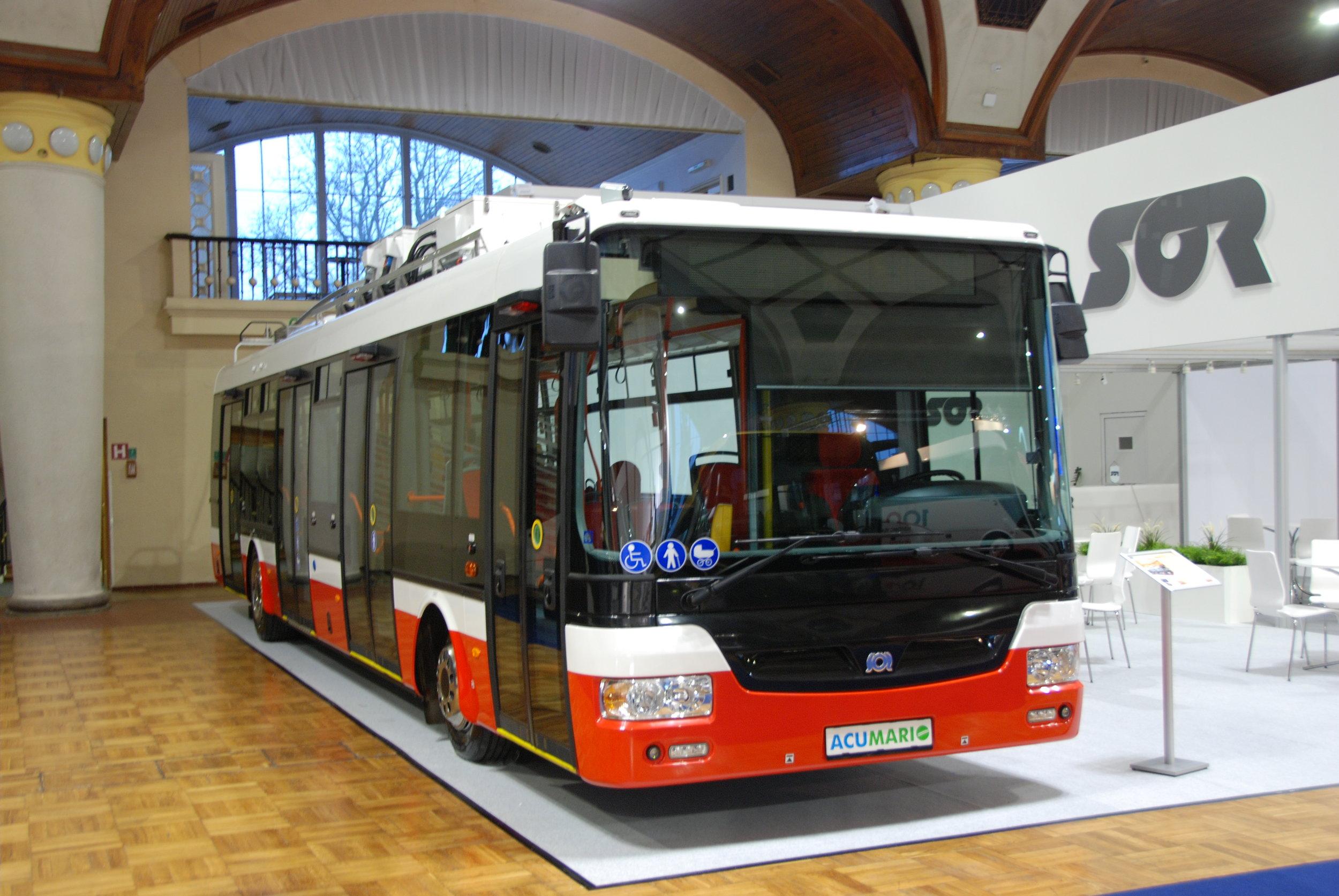 """Trolejbus SOR TNB 12 pojmenovaný jako """"ACUMARIO"""" na veletrhu CZECHBUS 2016. Blíže se budeme tomuto netradičnímu vozidlu věnovat v tištěné verzi časopisu.(foto: Libor Hinčica)"""
