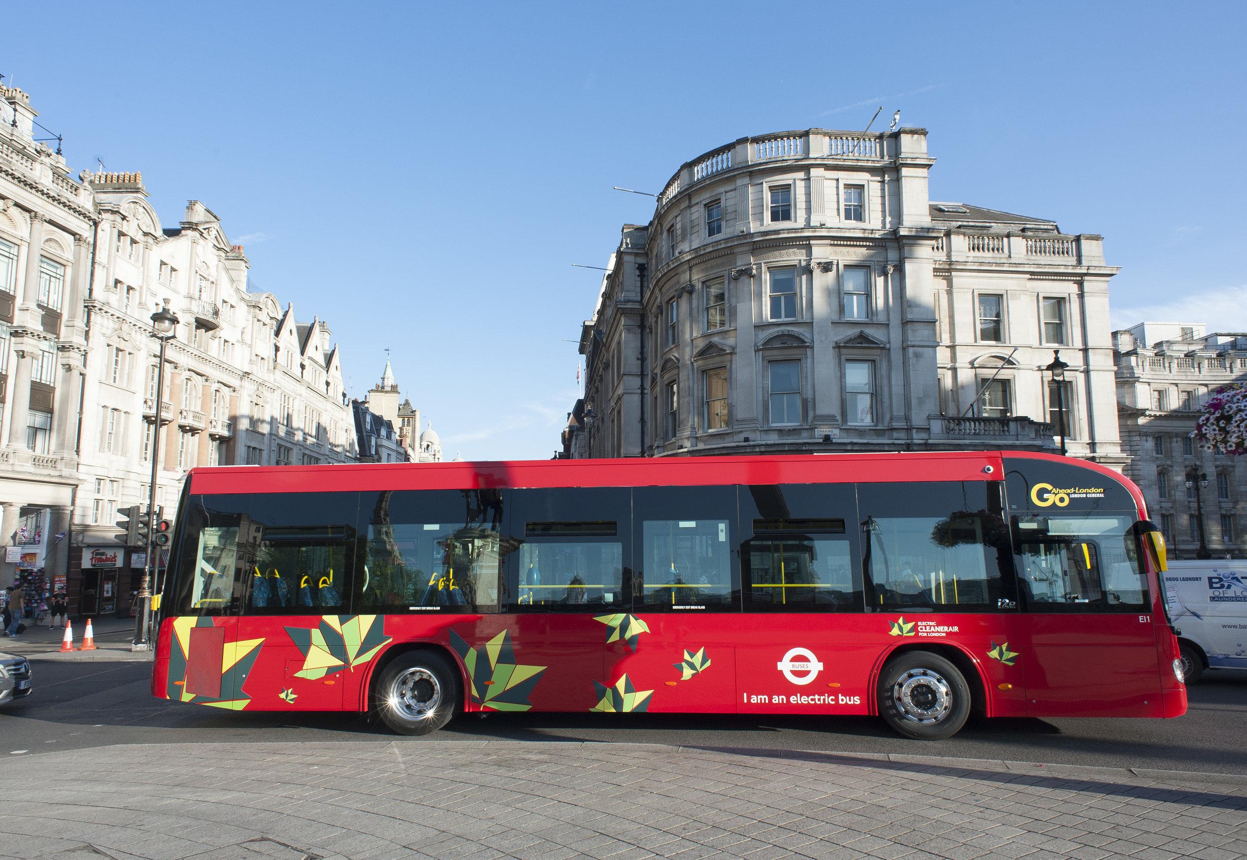 V Londýně slouží dva elektrobusy Irizar i2e. (foto: Irizar)