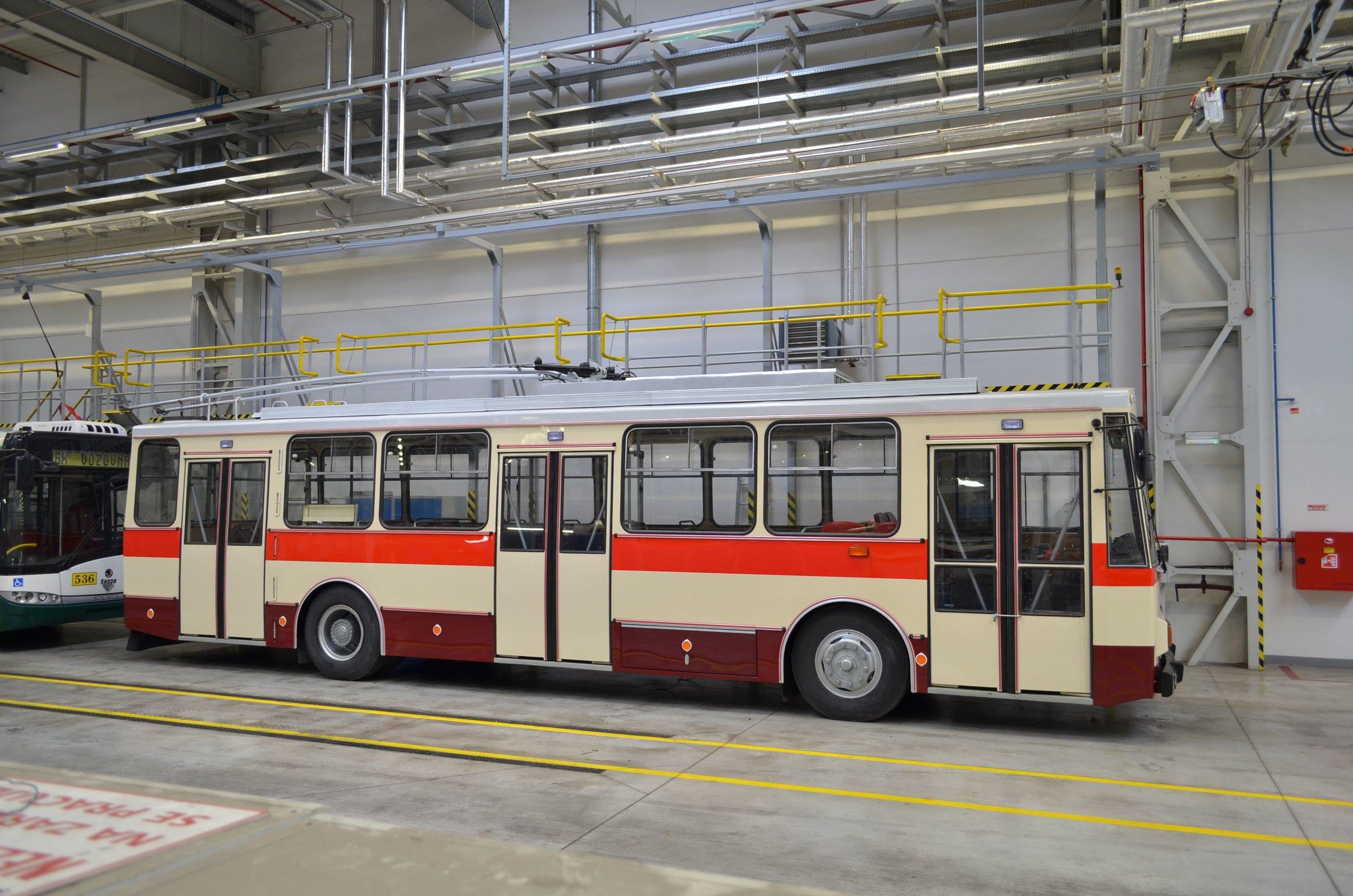 Nejnovější historický trolejbus ve sbírkách PMDP - vůz Škoda 14 Tr08/6 ev. č. 429 z roku 1989. (foto: PMDP)