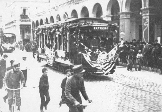 Slavnostní zahájení provozu elektrické tramvaje společnosti S.C. de M.na konci května roku 1906. (zdroj: archiv Marcelo Benoit)