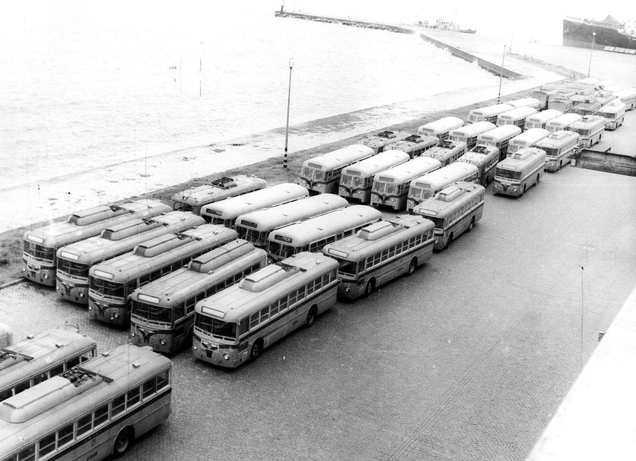Nové trolejbusy a autobusy zadržovanév montevidejském přístavu. (zdroj: archiv Marcelo Benoit)