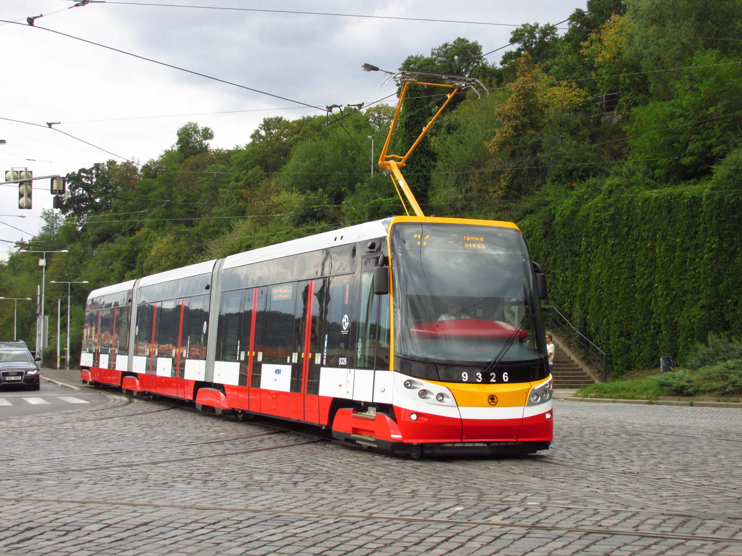 Dojde-li k realizaci tramvajové tratě do Libuše, vozidly 15T se zde Pražené v první etapě nesvezou. Navržena je totiž pouze úvraťová konečná, která bude vyžadovat nasazení obousměrných vozů. (foto: Ing. Filip Jiřík)