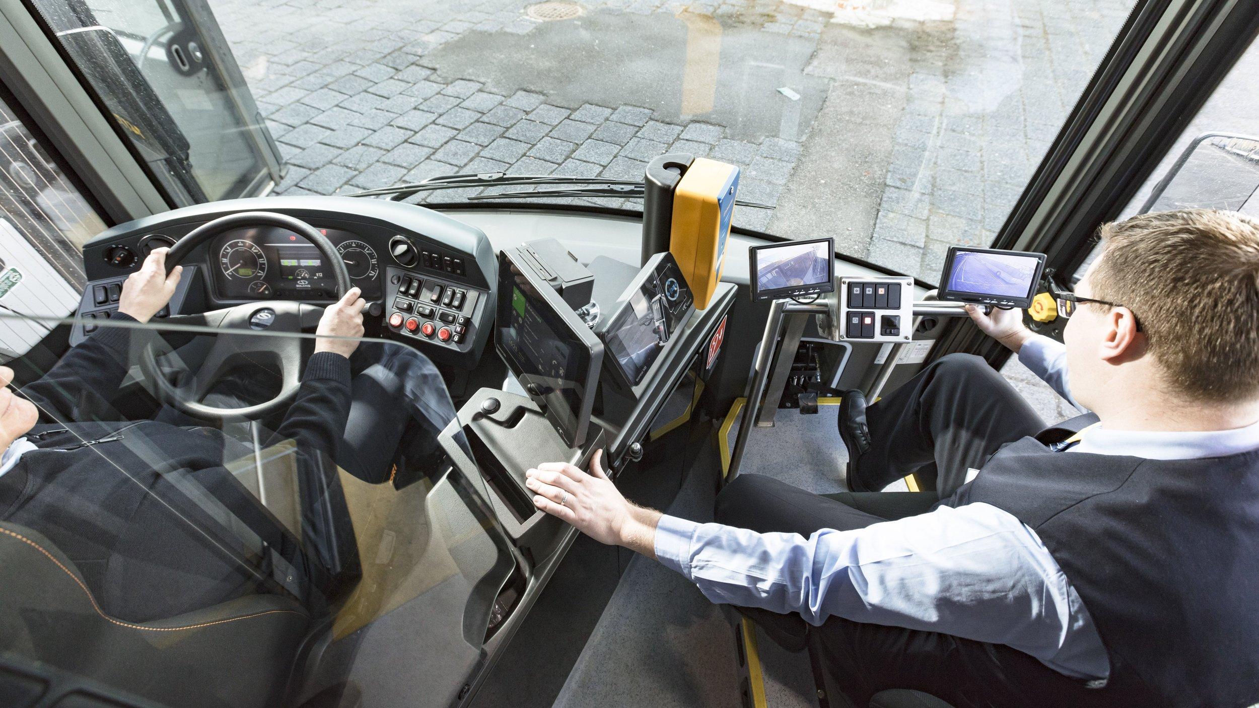 Pohled na stanoviště řidiče a instruktora. (foto: Solaris Bus & Coach)