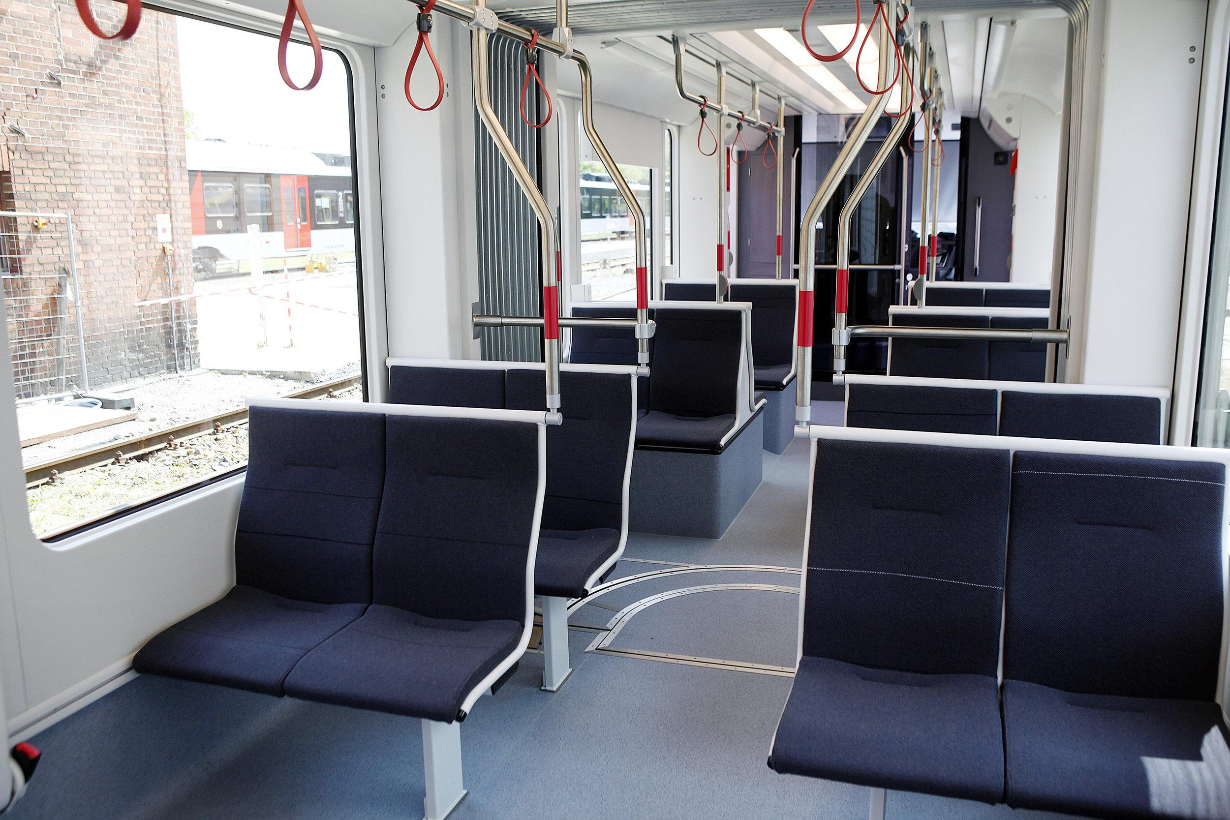 Interiér vozu Variobahn od Stadleru pro Letbanen. (foto: Letbanen)