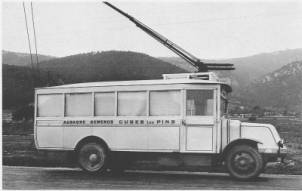 """O.T.M. 2 byl jedním z prvních Vetrou vyráběných typů. Zde na snímku zachycen na trati z Aubagne přes Gémenos do Cuges-les-Pins.(foto: repro z knihy """"Les trolleybus français"""" /kolekce B. Lartilleux)"""