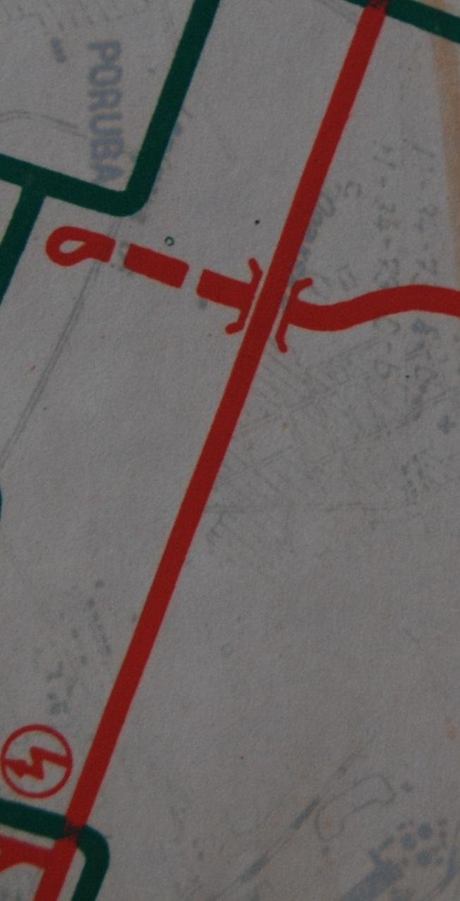 První úsek podzemní tramvaje měl být veden pod dnešní ulicí Francouzskou. Na mapě je značen čárkovanou čarou. Trať měla pokračovat dále severně k dílnám po ulici Martinovské a úrovňové napojení tak, jak vzniklo v roce 1969, nebylo původně zamýšleno. (sbírka: Libor Hinčica)
