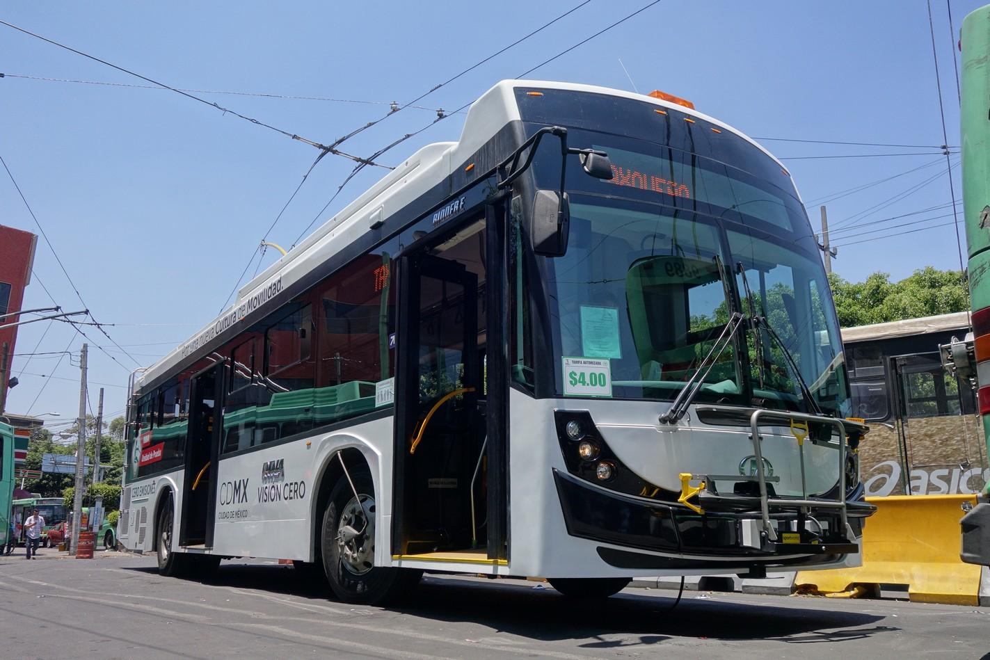 Megalomanské plány na zavedení elektrobusů si snad mexická radnice ještě rozmyslí. Trolejbusy jsou přece jen stálejším řešením, což ostatně dokazuje samotné Mexico City, kde se některé vozy drží v provozu více než 30 let. (zdroj: Škoda Electric)