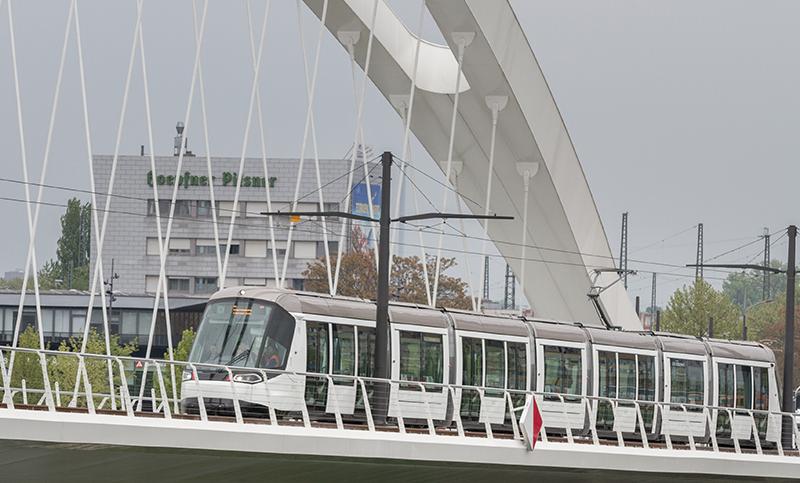 Citadis na mostě přes Rýn. (foto: Alstom)