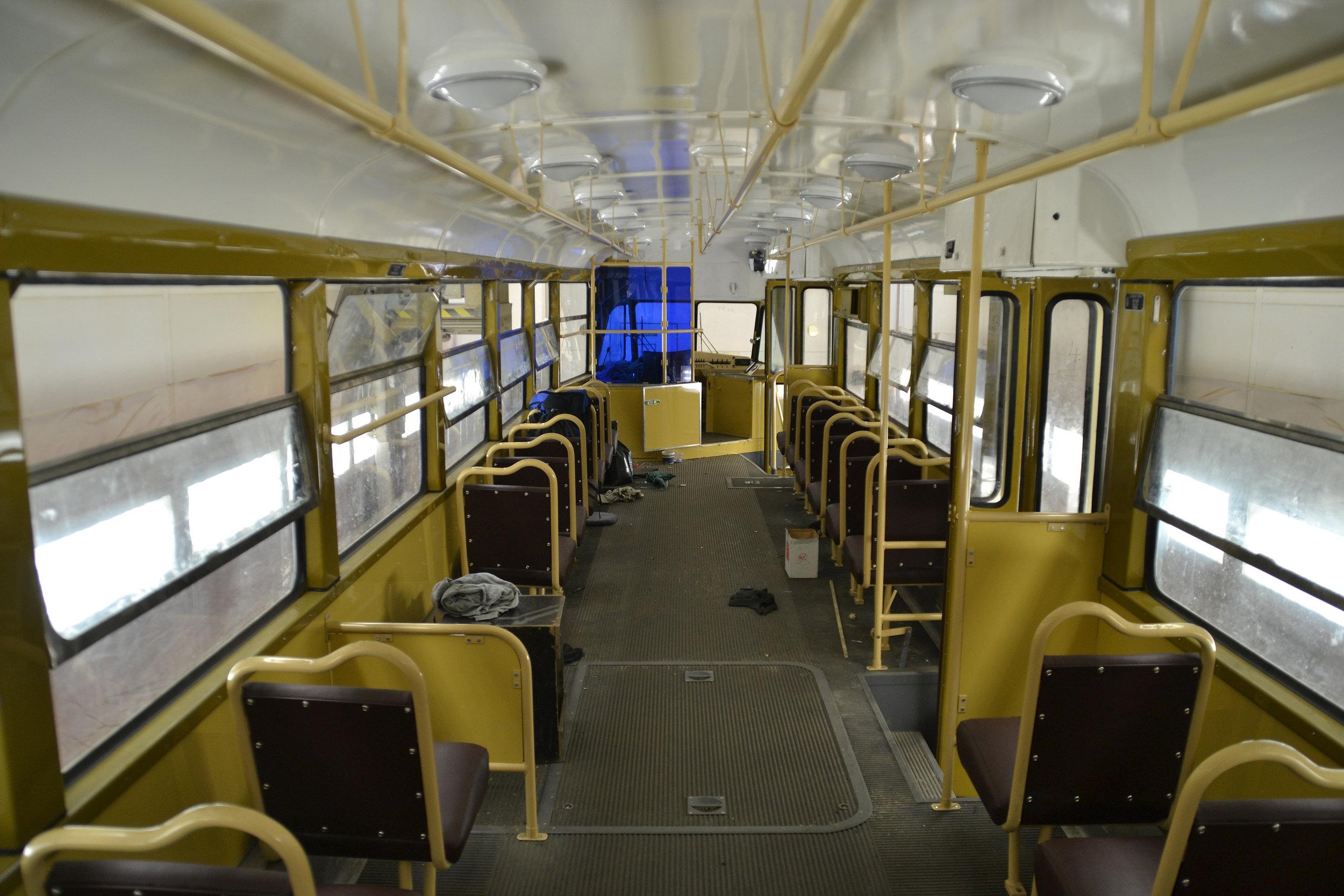Interiér vozu T2 ev. č. 1435 po opravě. (foto: Ing. Jiří Černý)