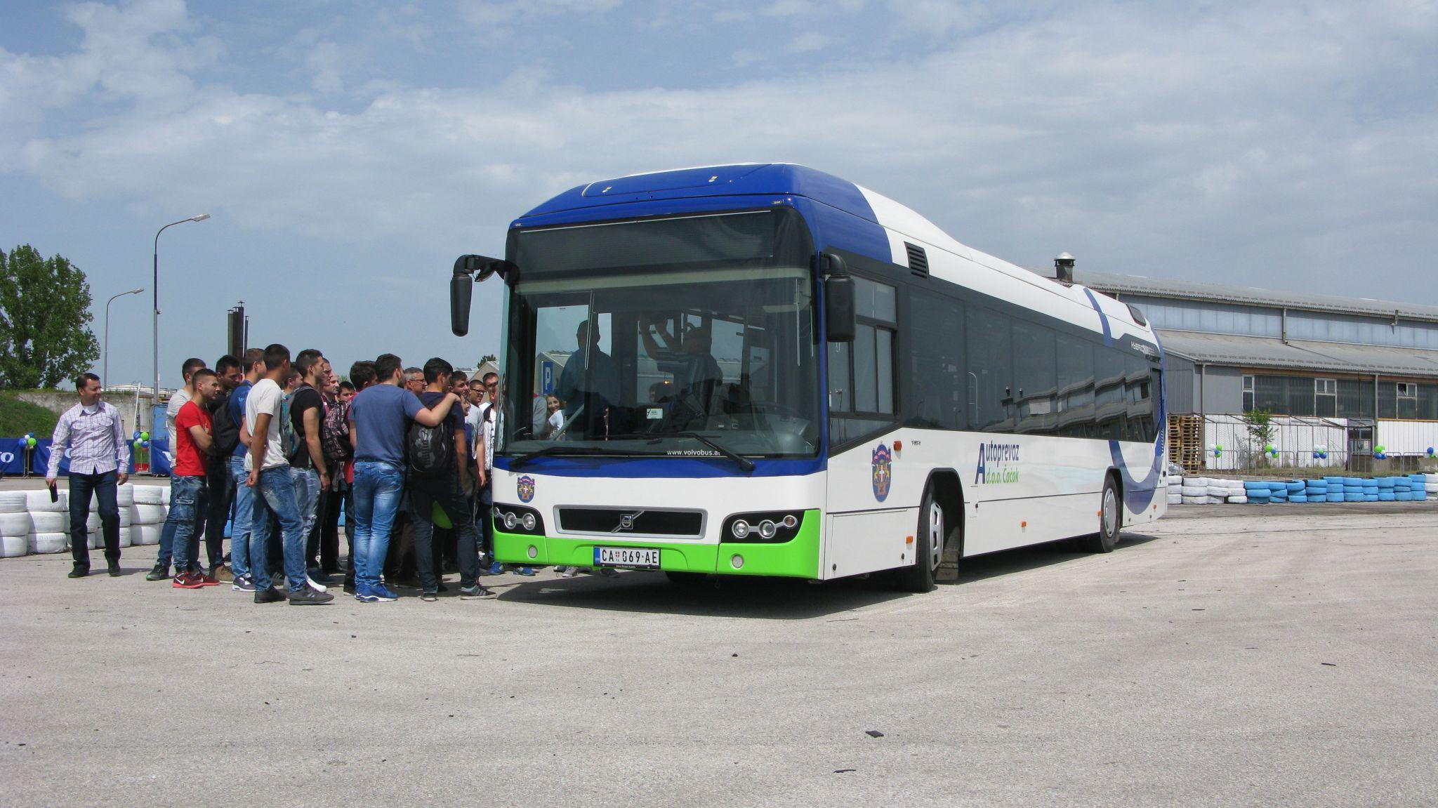 Jeden z deseti hybridních autobusů Volvo 7700H pro provoz ve městě Čačak. (foto: Sača Conić; Autobusi.net)