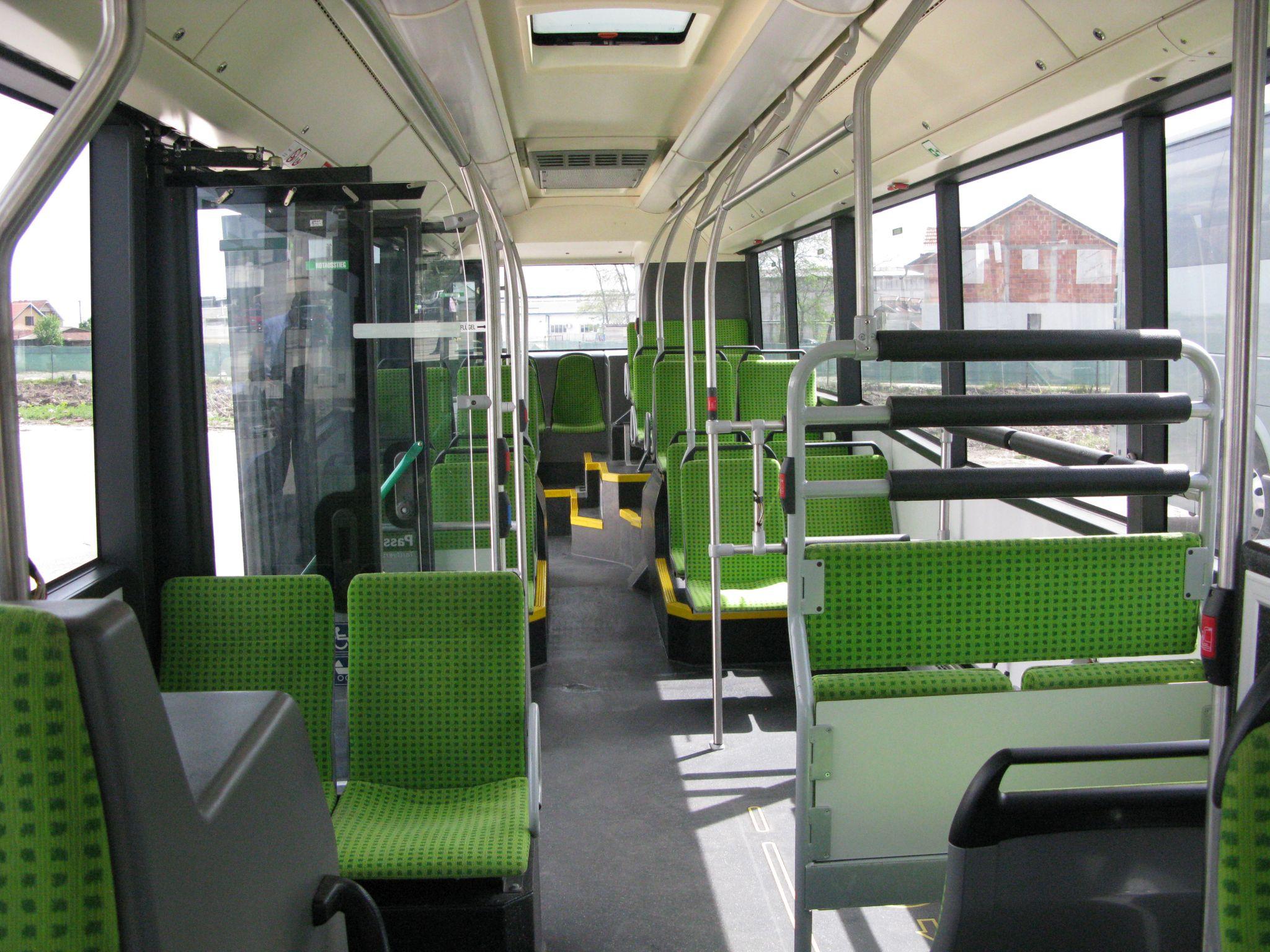 Pohled do interiéru jednoho z 10 hybridních autobusů. (foto: Saša Conić; Autobusi.net)