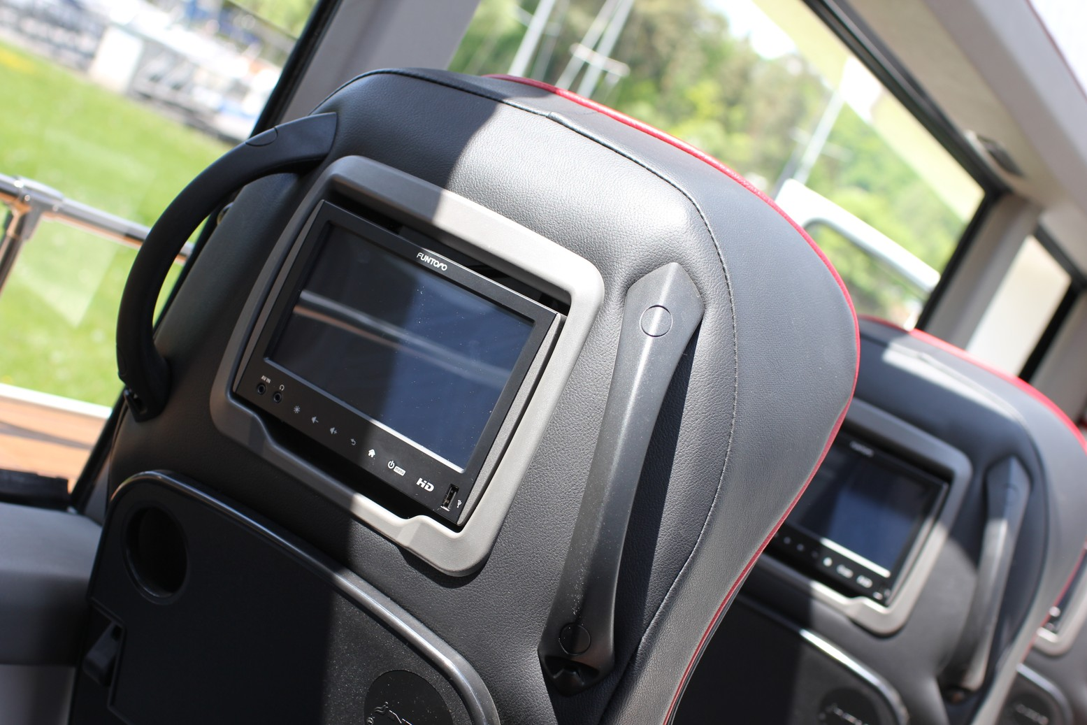 Minibus je vybaven multimediálním systémem FUNTORO dodaným společností MOLPIR a instalovaným firmou Auto-Bus.cz.(foto: Auto-Bus.cz)