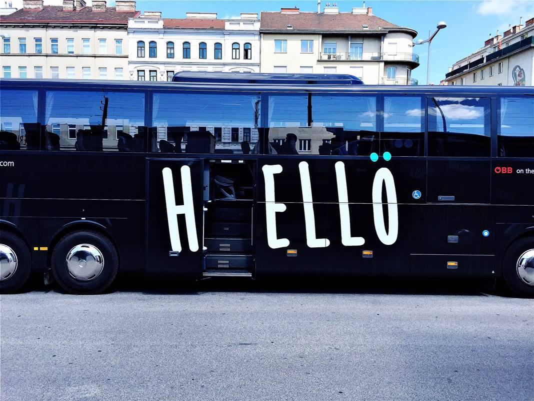 Vítejte na palubě. Z provozu autobusů Hellö se však stala černá díra. (foto: Hellö)